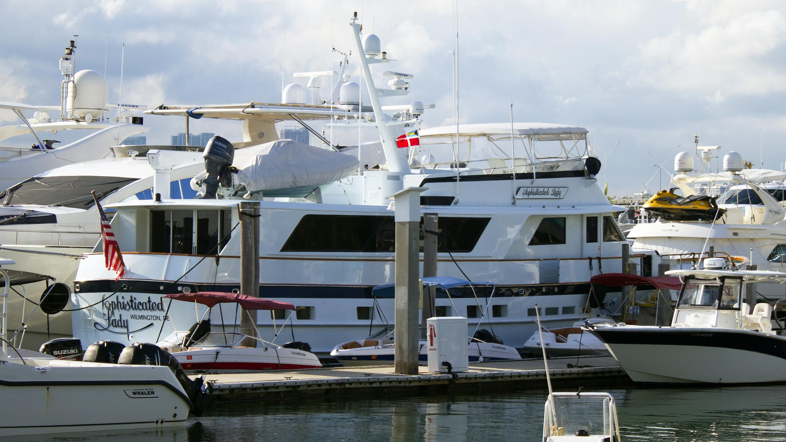 burger-boat-sophisticated-lady-1987-motor-yacht