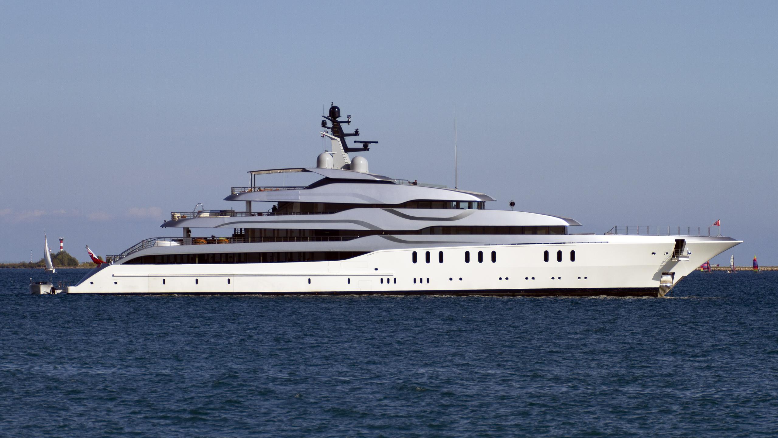 feadship-802-tango-2011-78m-eidsgaard-design-motor-yacht-profile