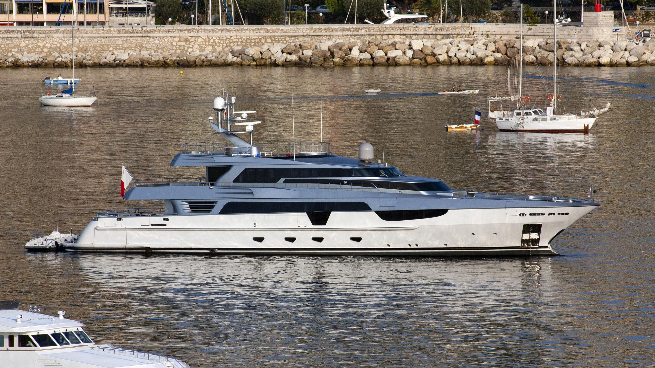 antalis-motor-yacht-baglietto-2007-48m-profile