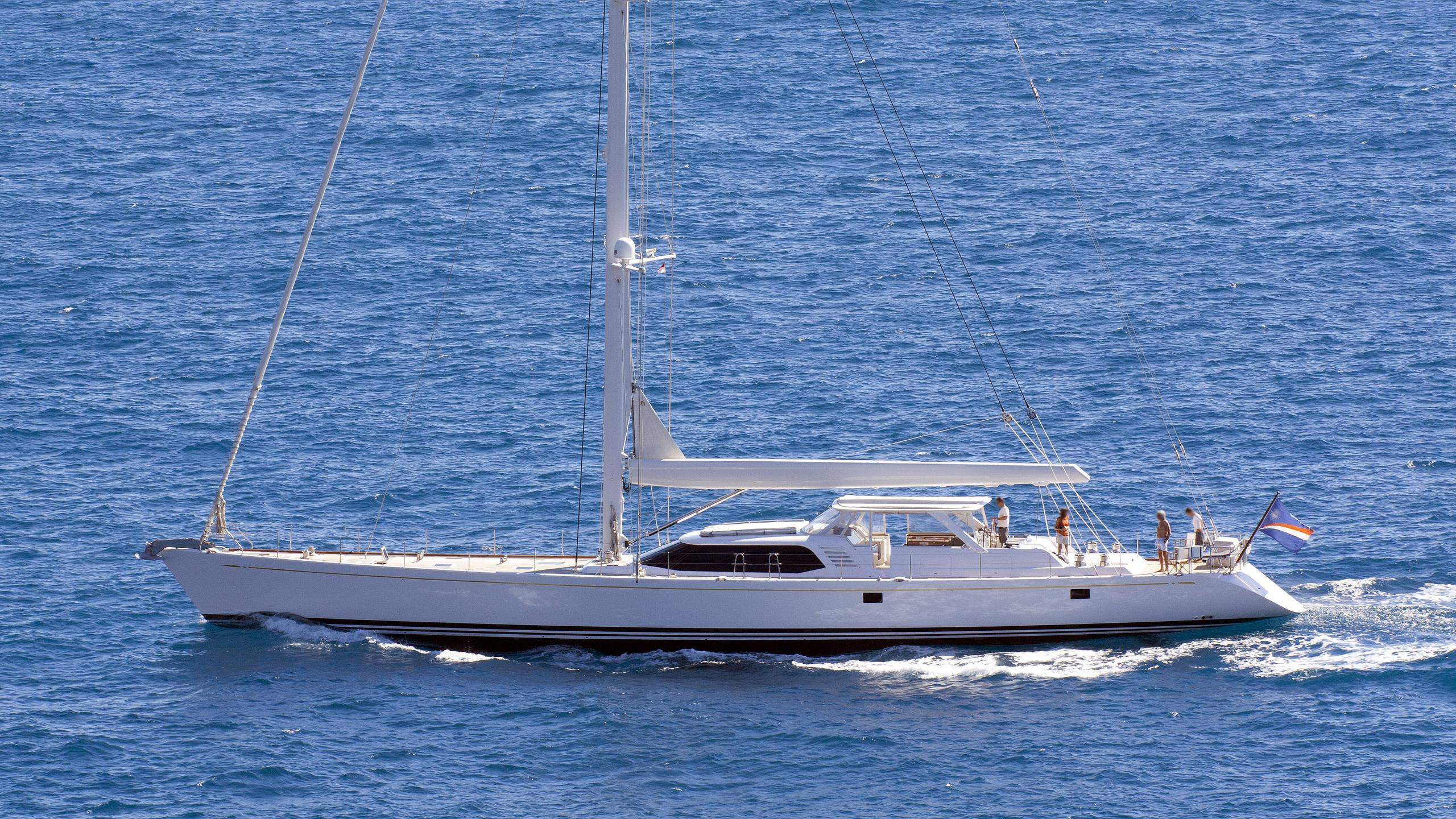 mystery-motor-yacht-nautors-swan-Swan-2000-34m-sailing