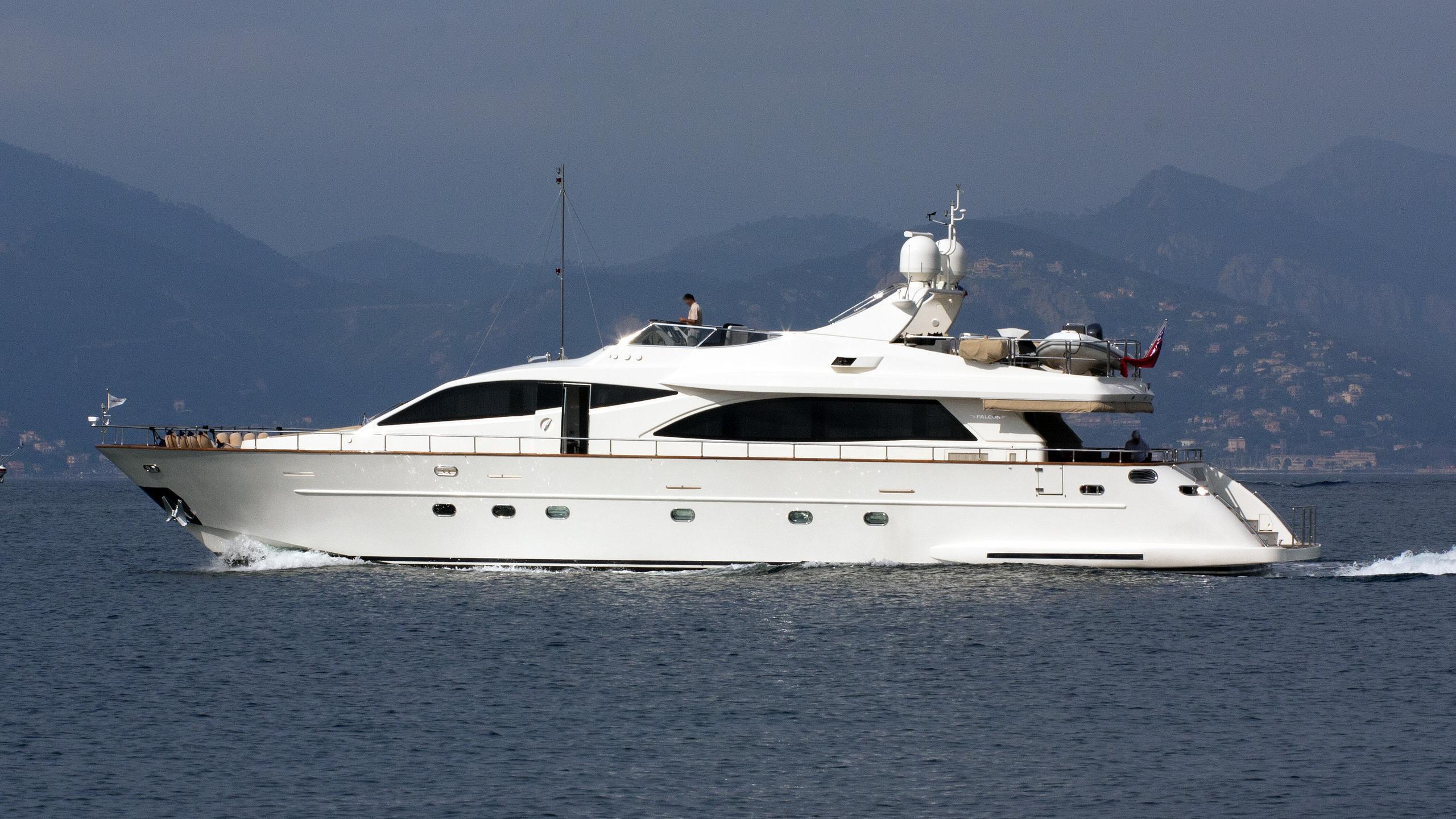 mosaic-motor-yacht-falcon-yachts-Falcon-90-2007-28m-cruising.jpeg