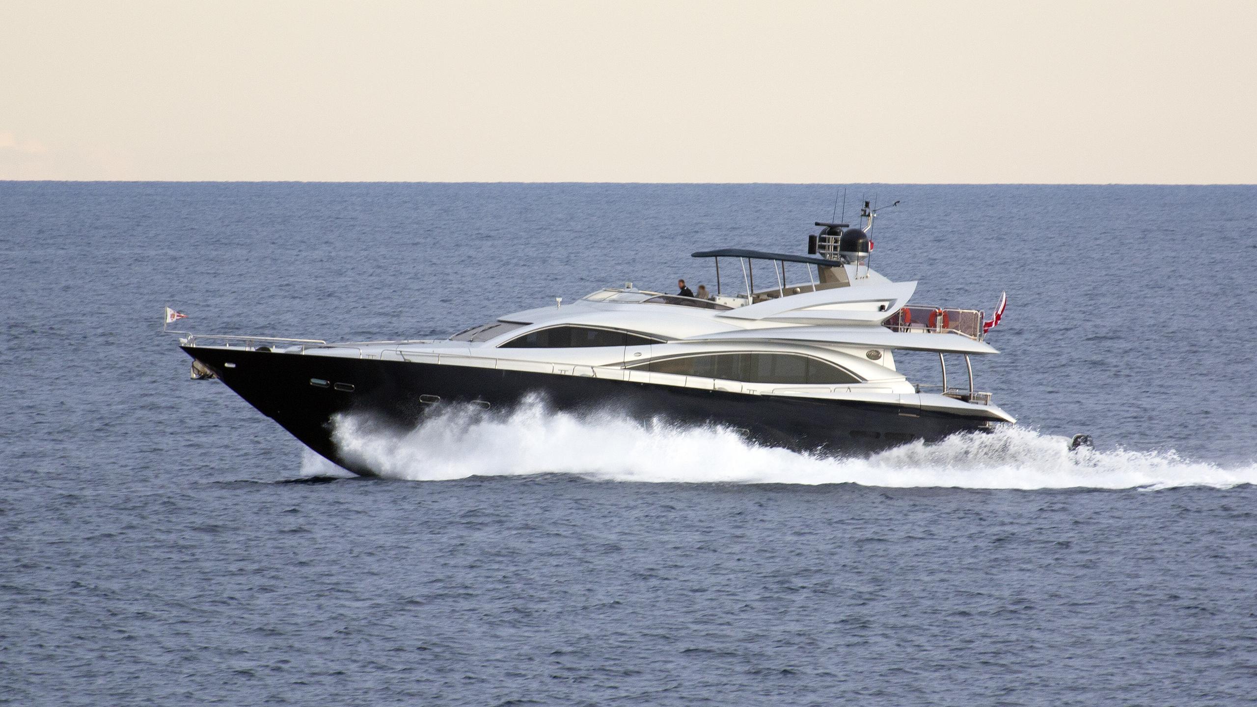 georgina-motor-yacht-Sunseeker-90-2009-28m-cruising