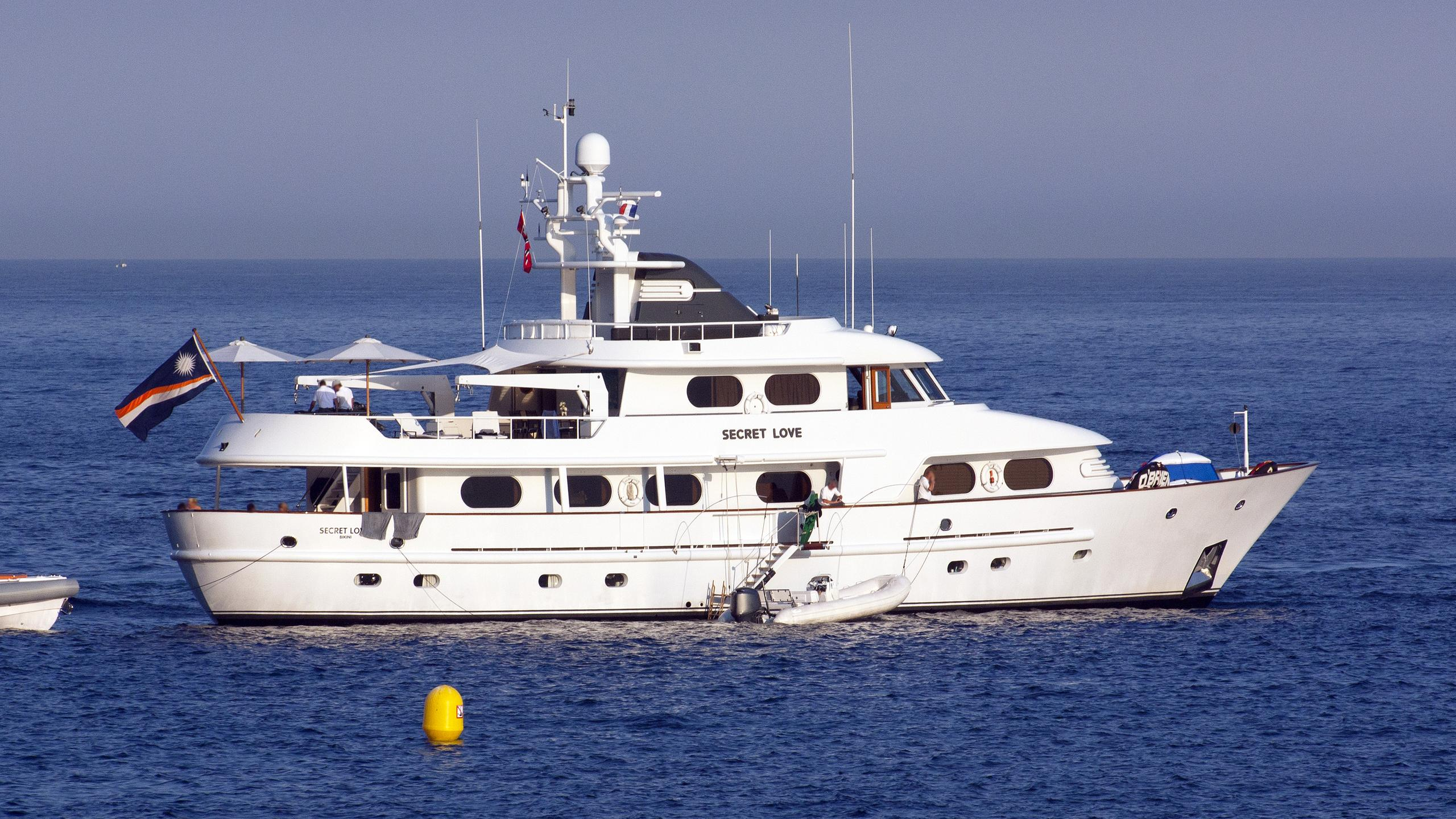 secret-love-motor-yacht-amels-1990-36m-cruising