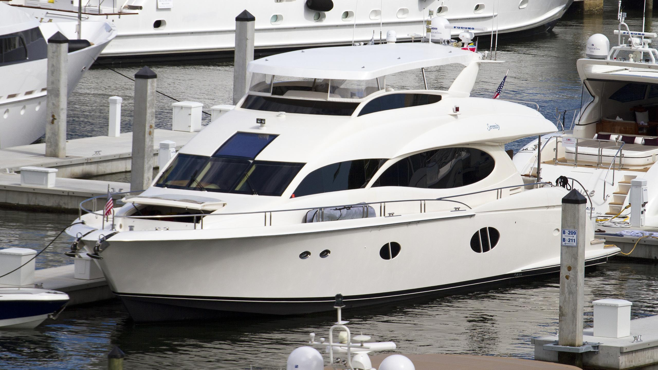shades of blue serenity motoryacht lazzara 84 2006 26m half profile