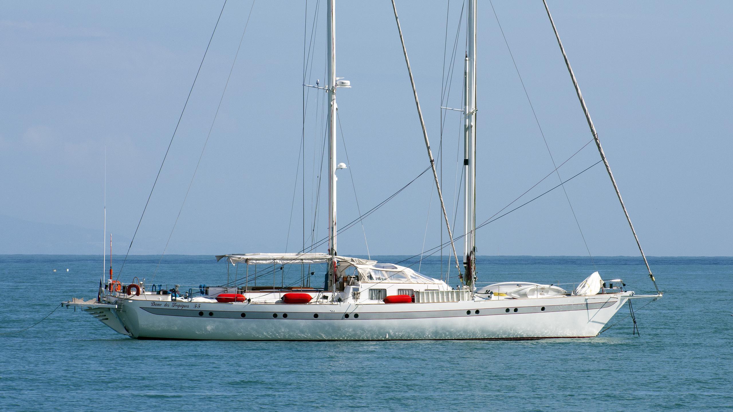 dame-des-tropiques-sailing-yacht-st-brevin-1991-28m-profile
