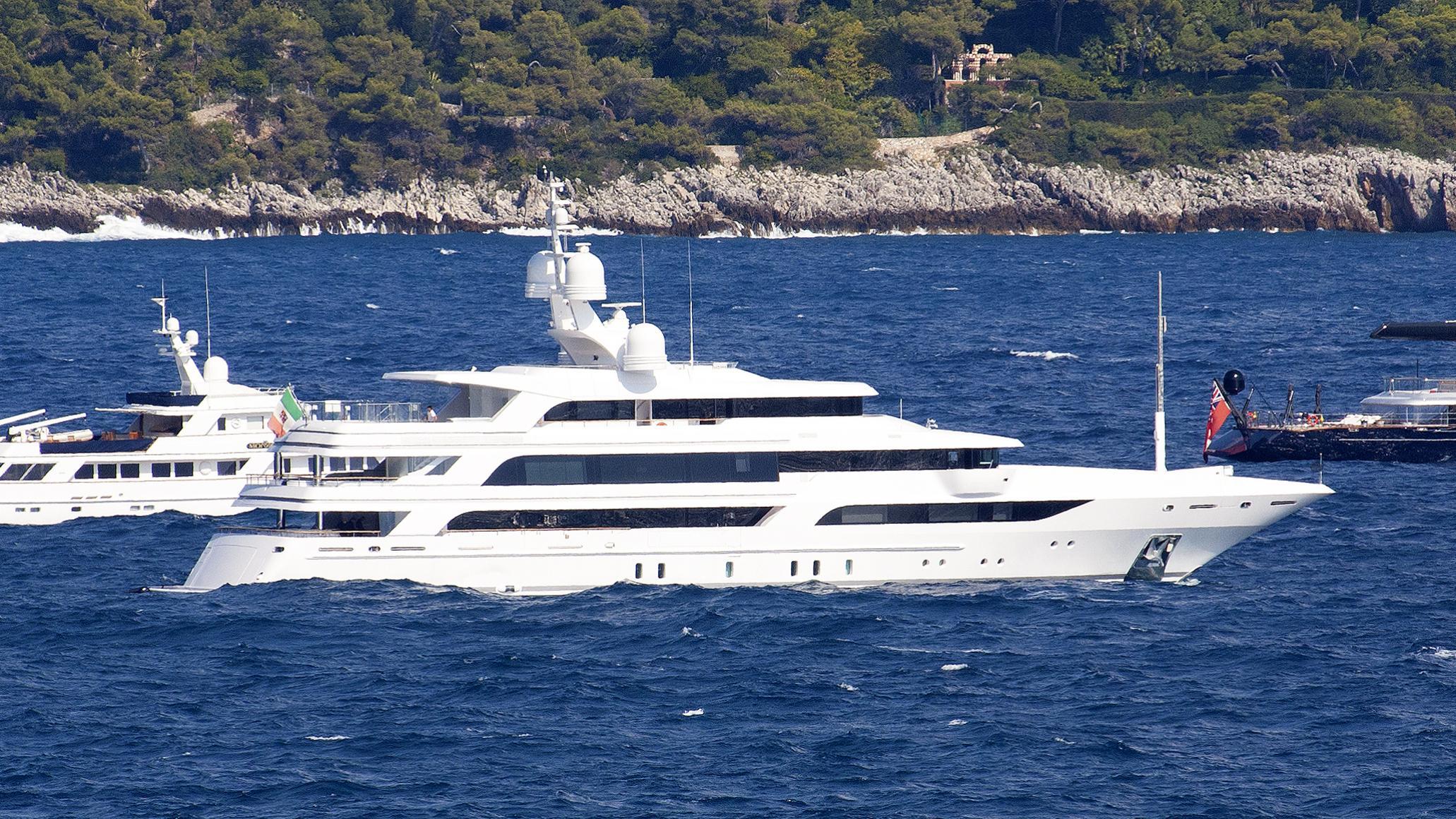 waku-benetti-fb-24-motor-yacht-2015-63m-profile