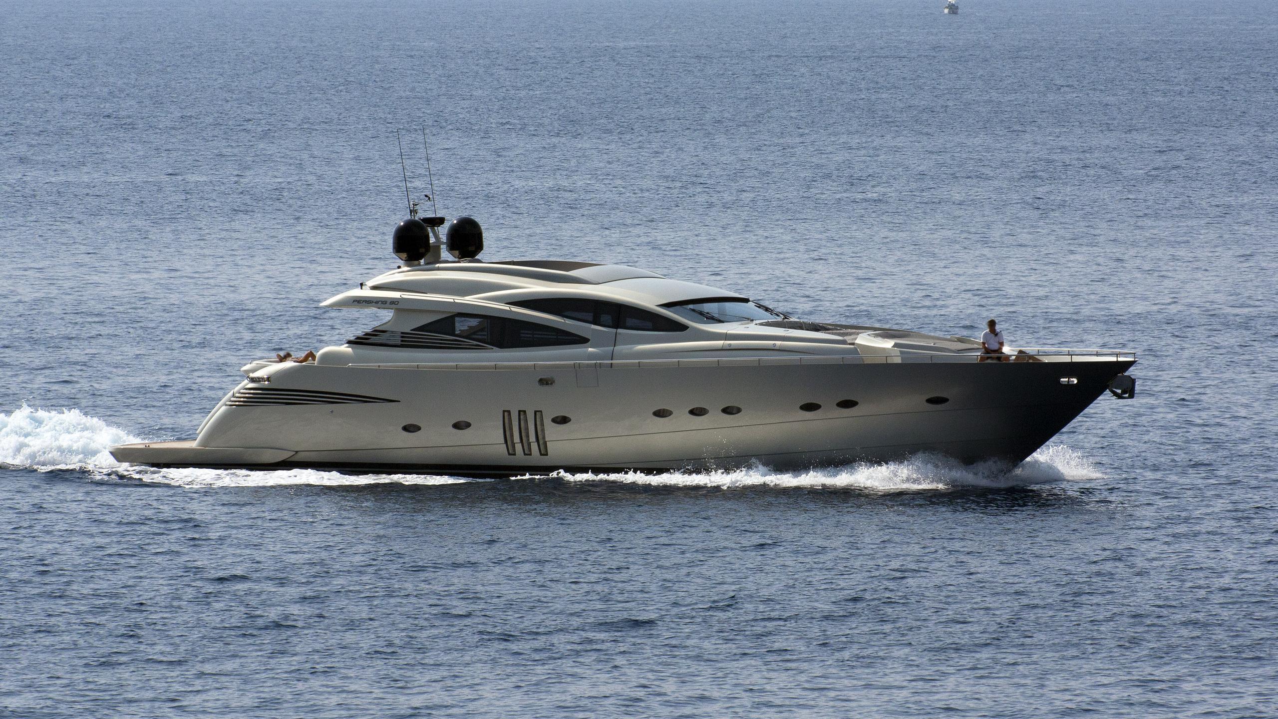 le-caprice-iii-motor-yacht-pershing-90-2009-27m-cruising