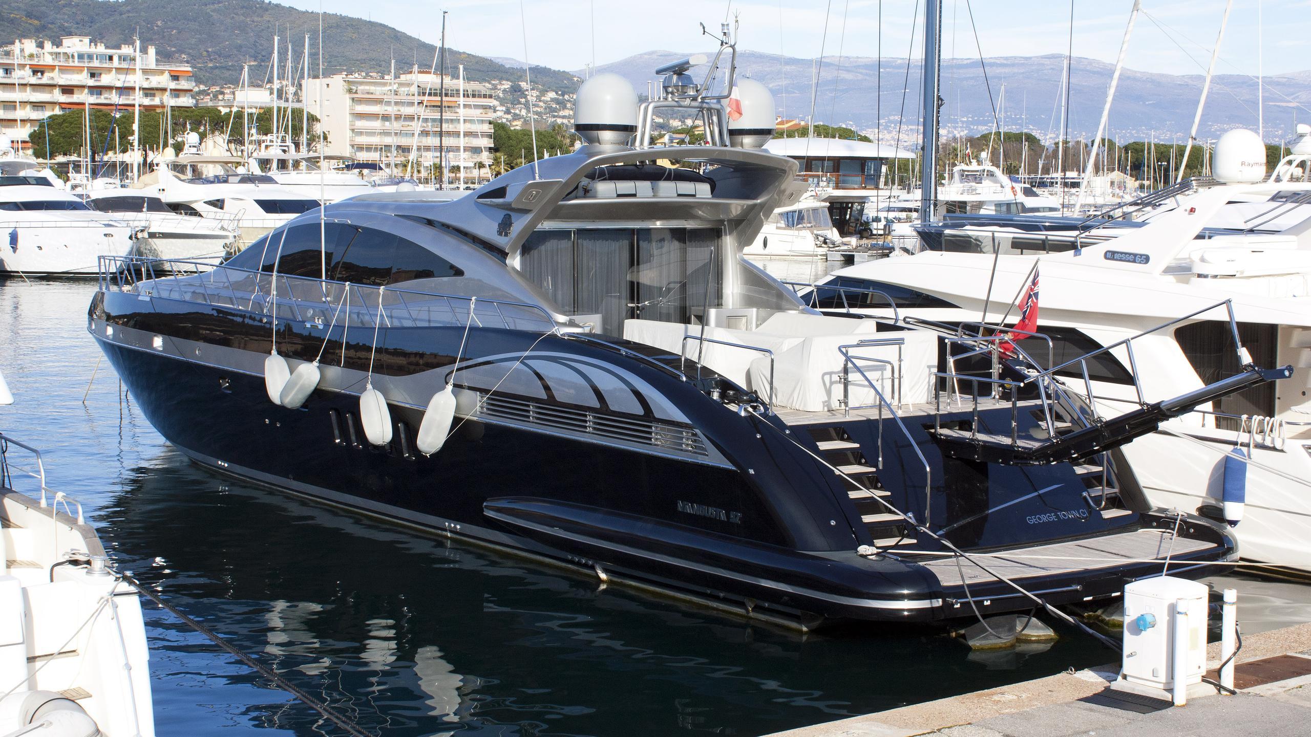 something about meri scratch motoryacht overmarine mangusta 92 open 2004 28m half stern