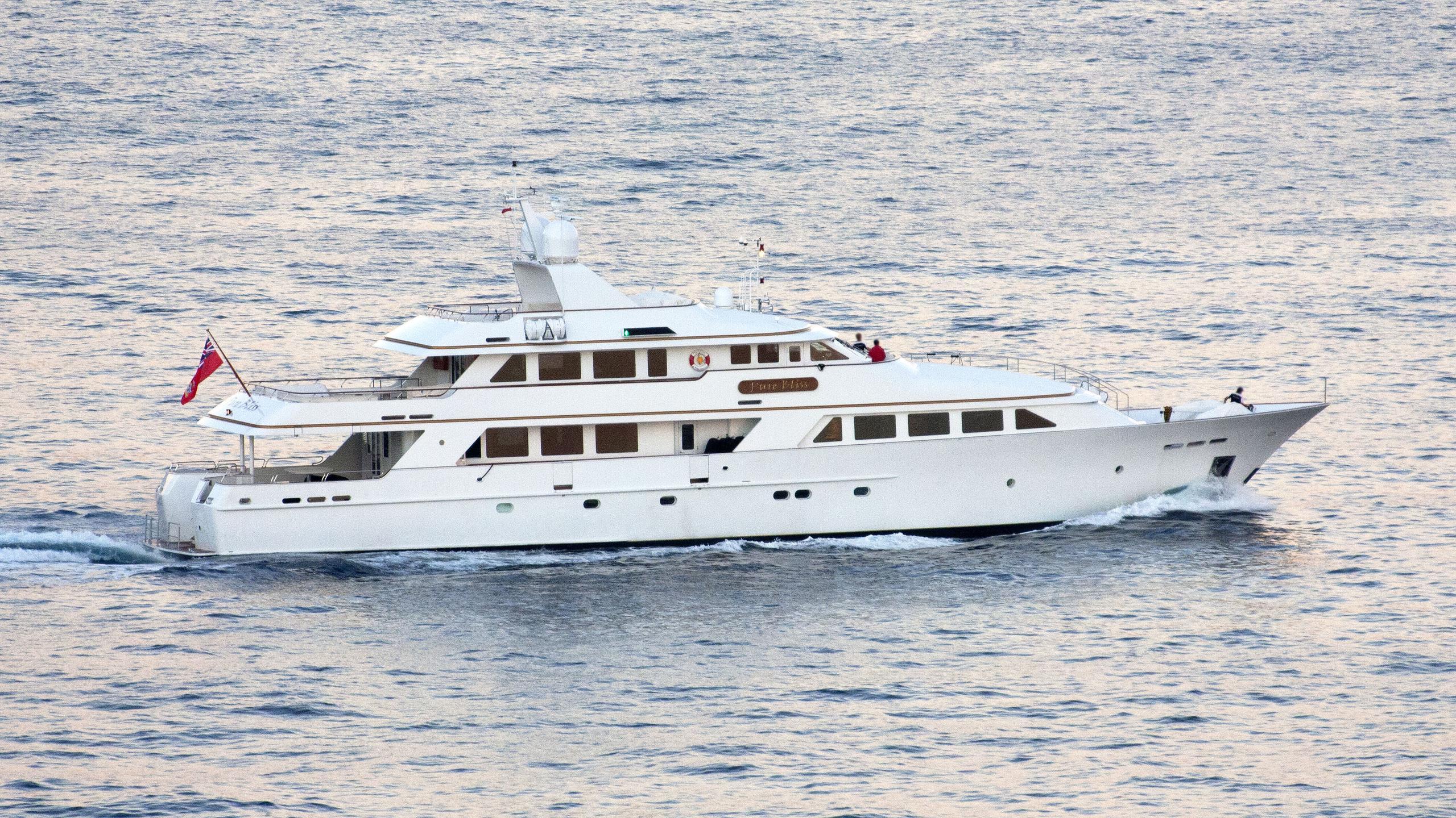 lady-j-motor-yacht-palmer-johnson-1997-43m-cruising