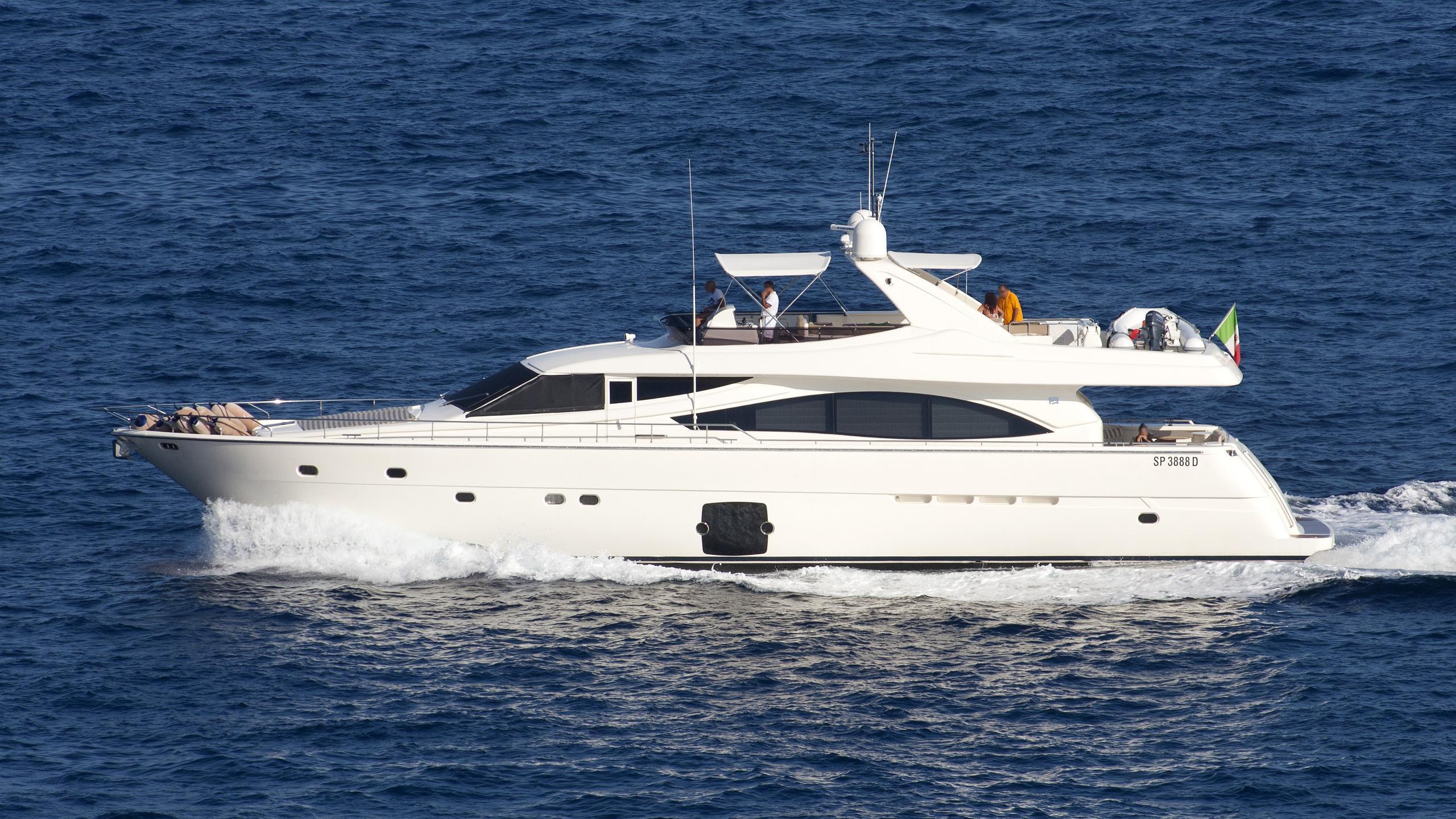 chi-5-motor-yacht-ferretti-2007-25m-cruising