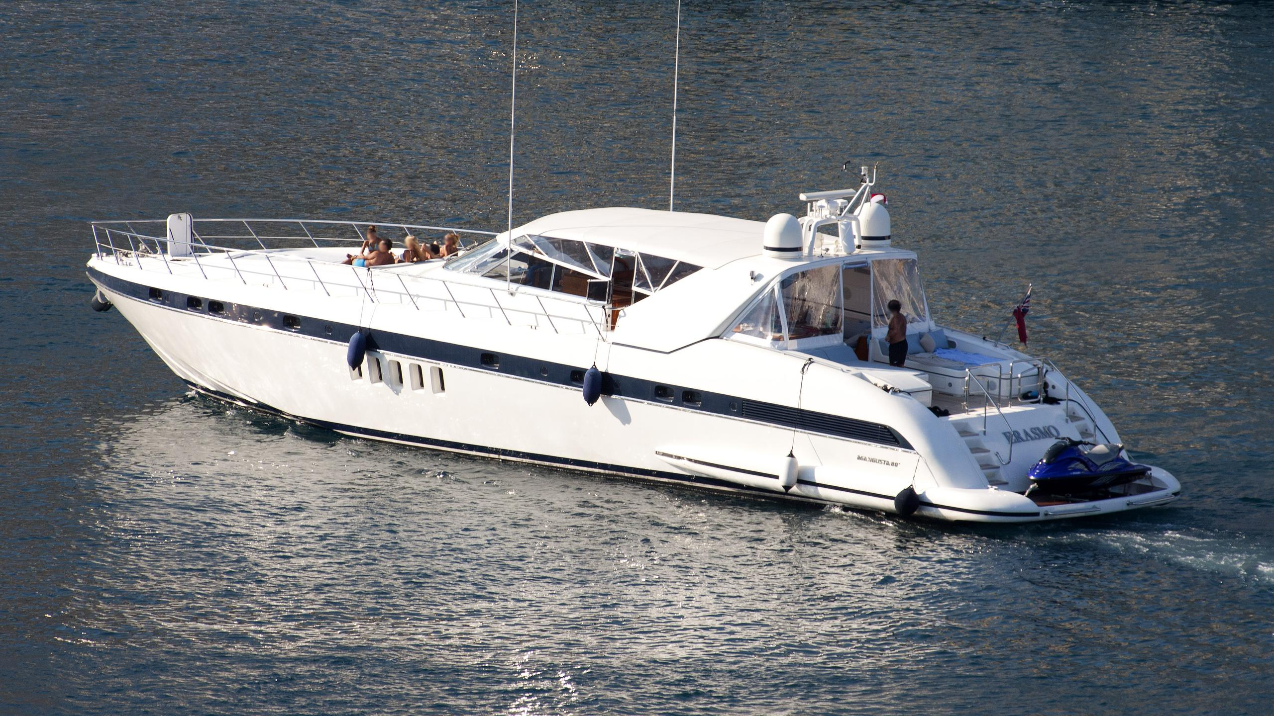 erasmo-motor-yacht-overmarine-2004-24m-cruising