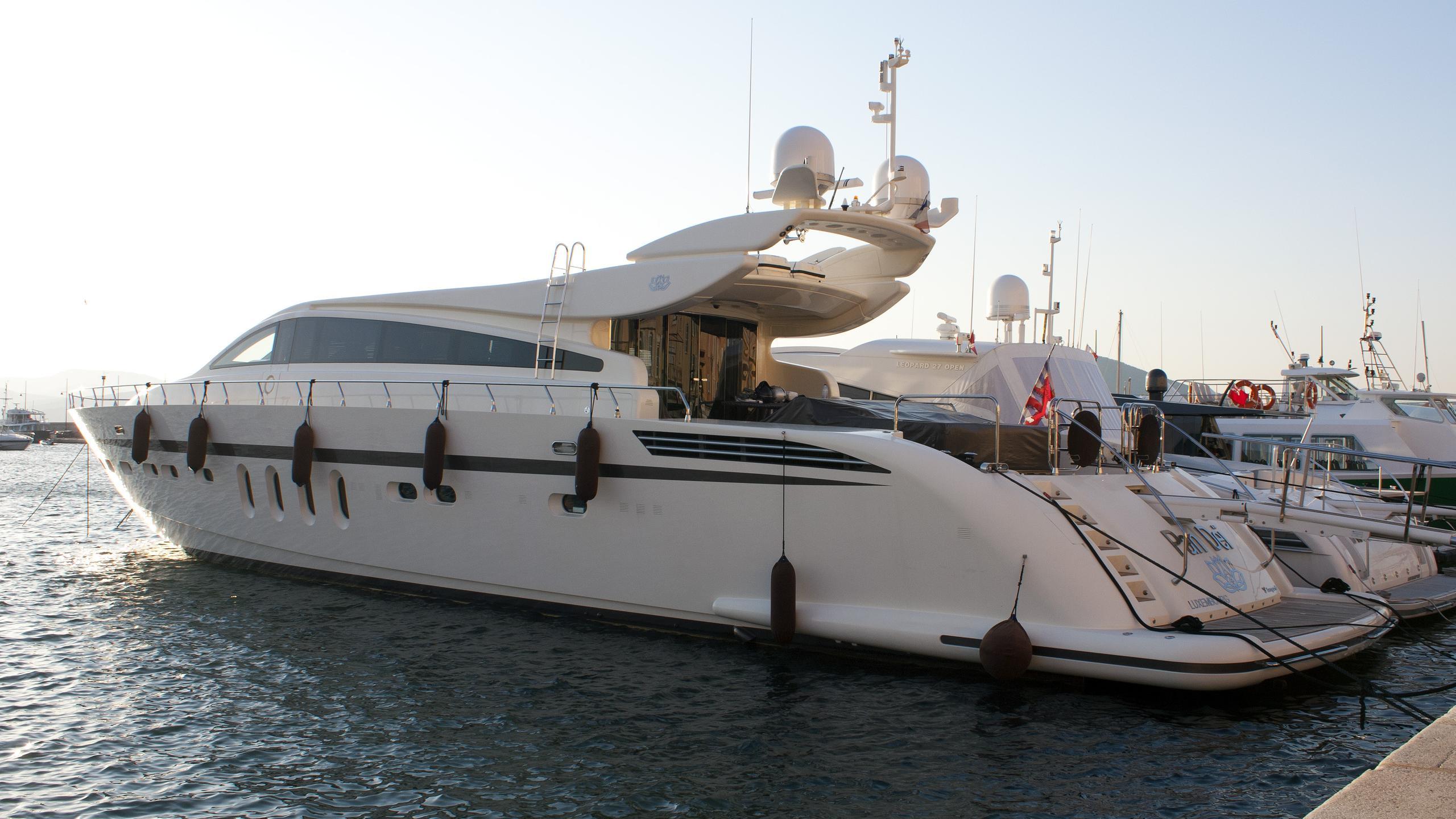 eclat-motor-yacht-arno-leopard-31-sport-2008-30m-profile