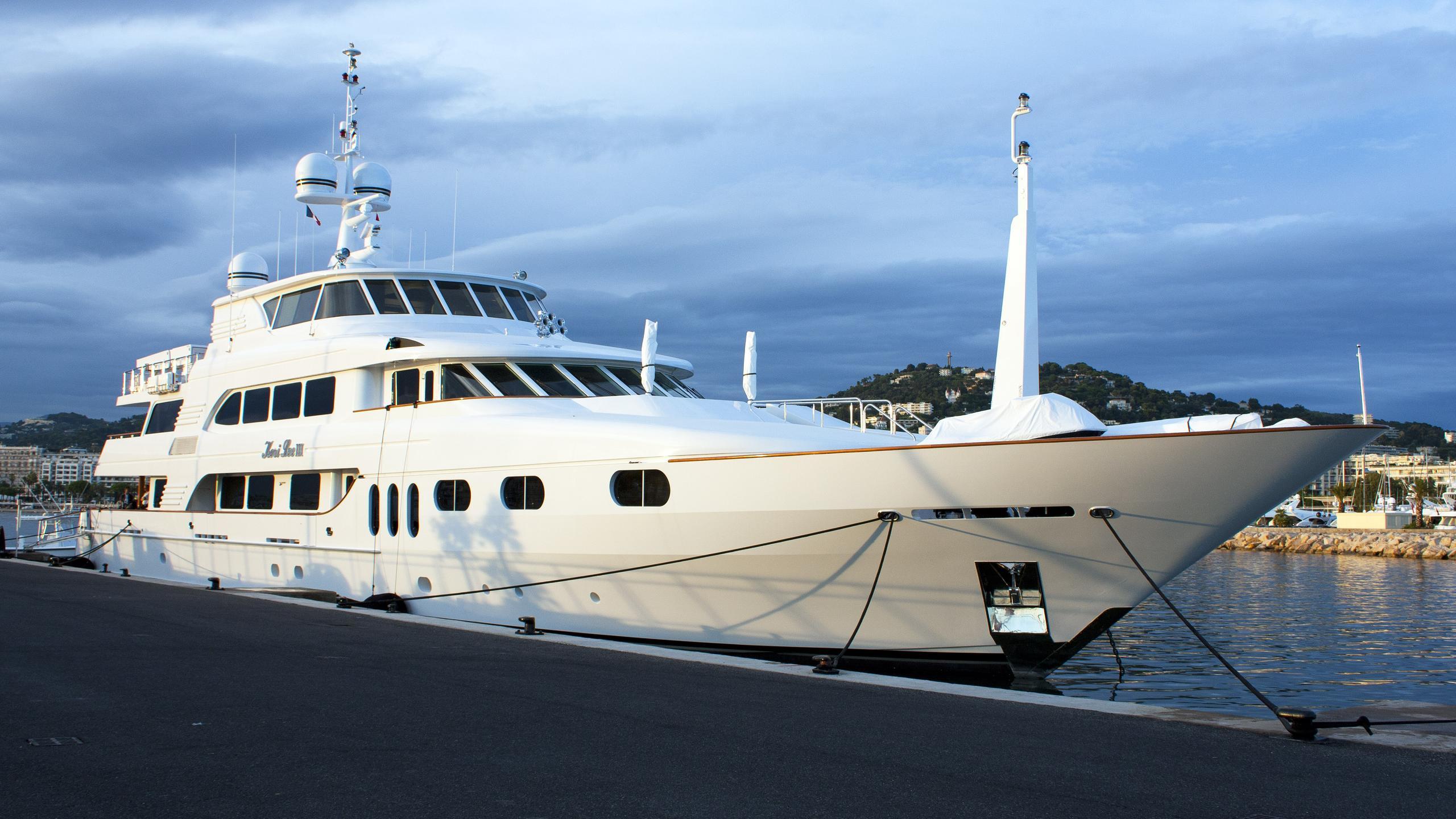 keri-lee-iii-motor-yacht-trinity-2001-54m-half-profile