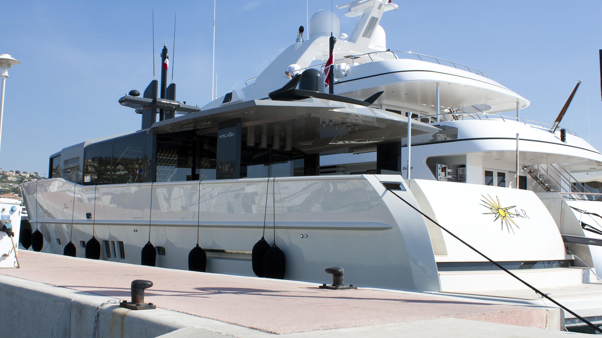 good-life-motor-yacht-arcadia-85-2010-26m-half-profile