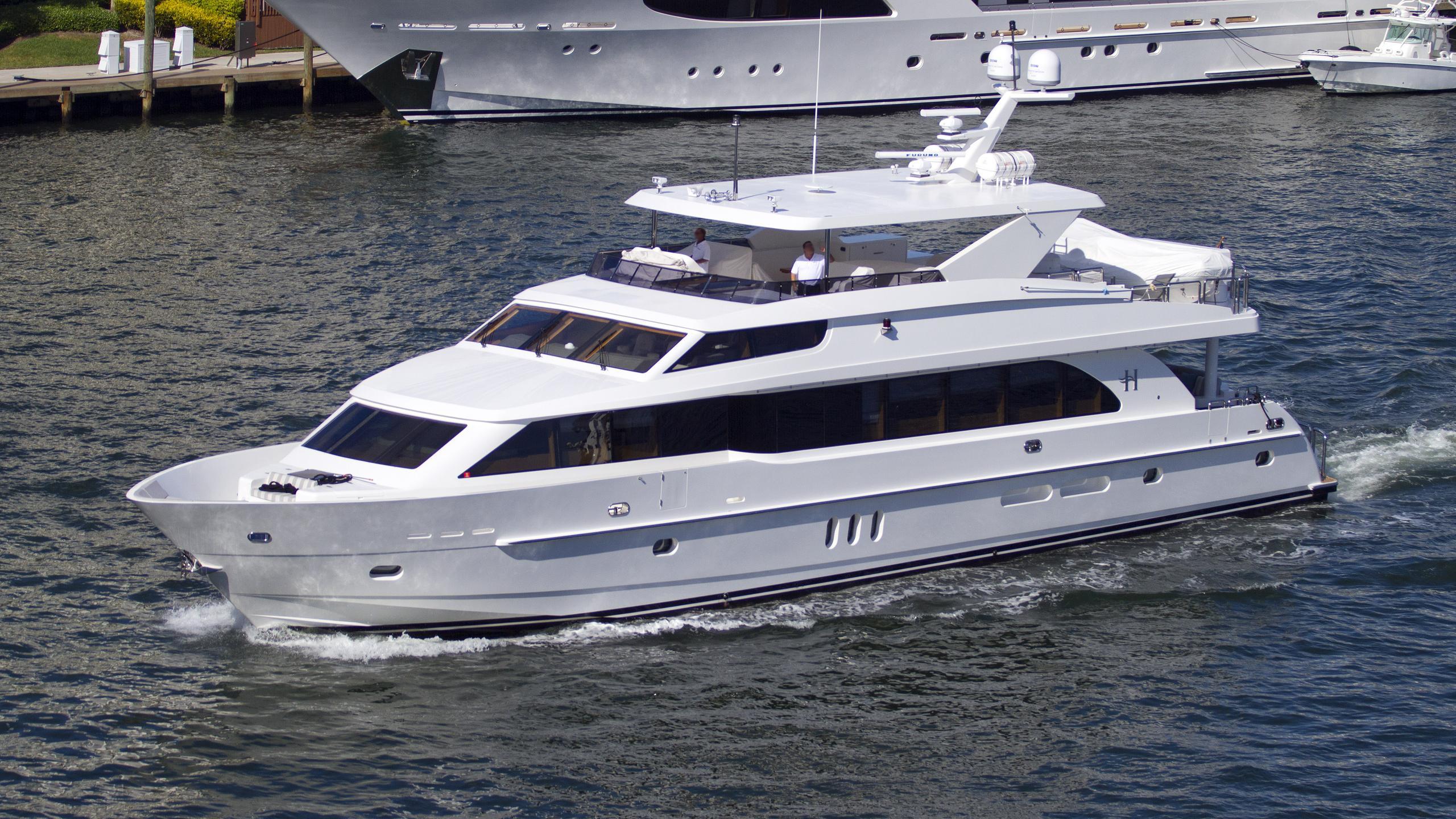 sassy-motoryacht-hargrave-101-2013-31m-bow-running