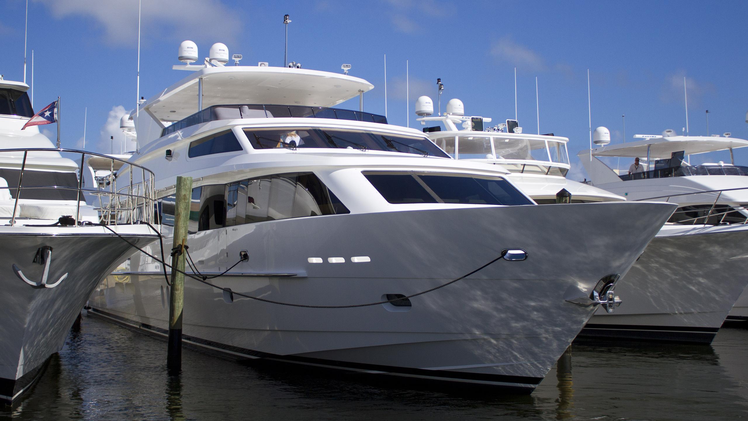 sassy-motoryacht-hargrave-101-2013-31m-bow