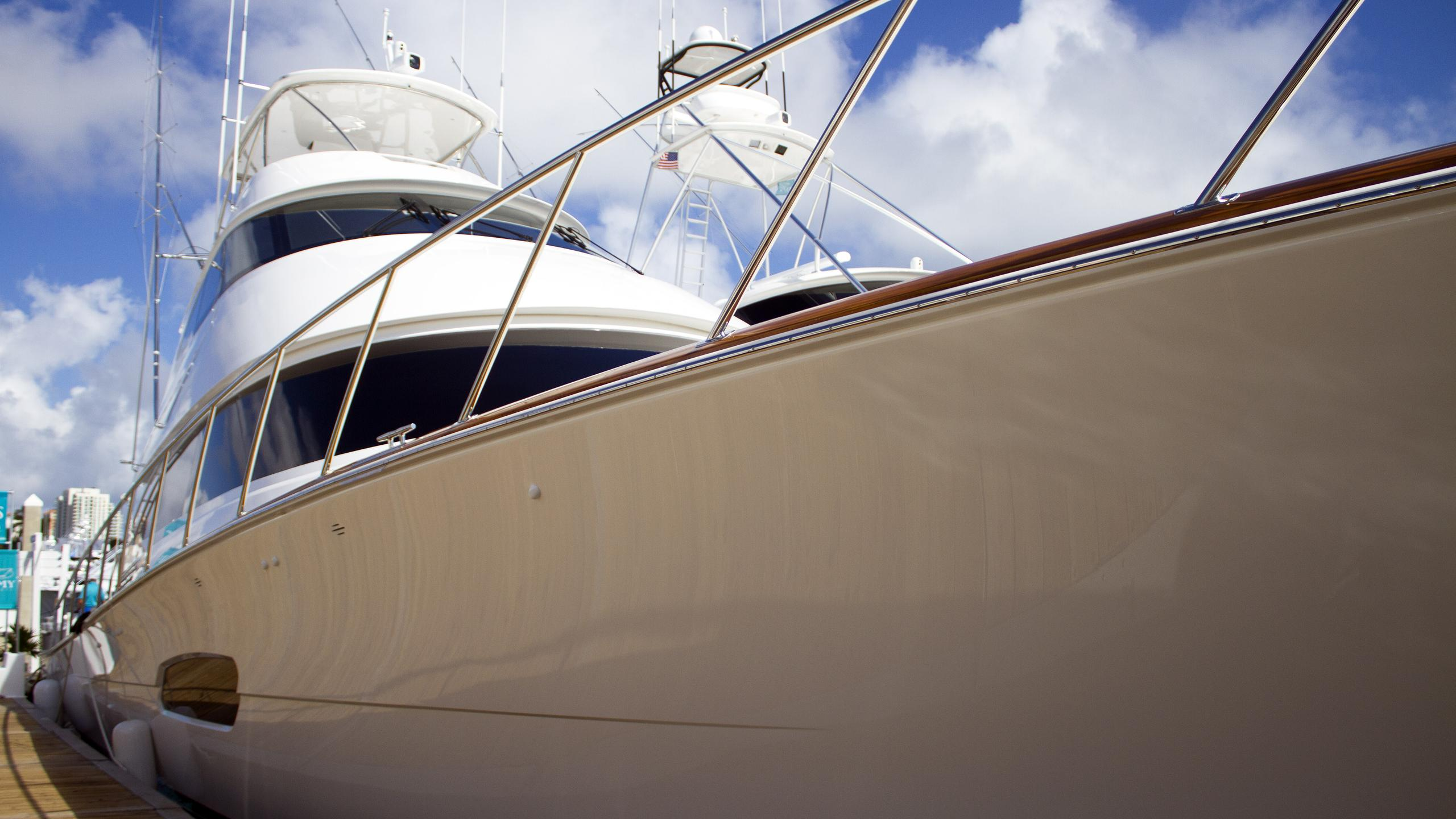 a-work-of-art-sportfish-motoryacht-viking-92-2016-28m-bow