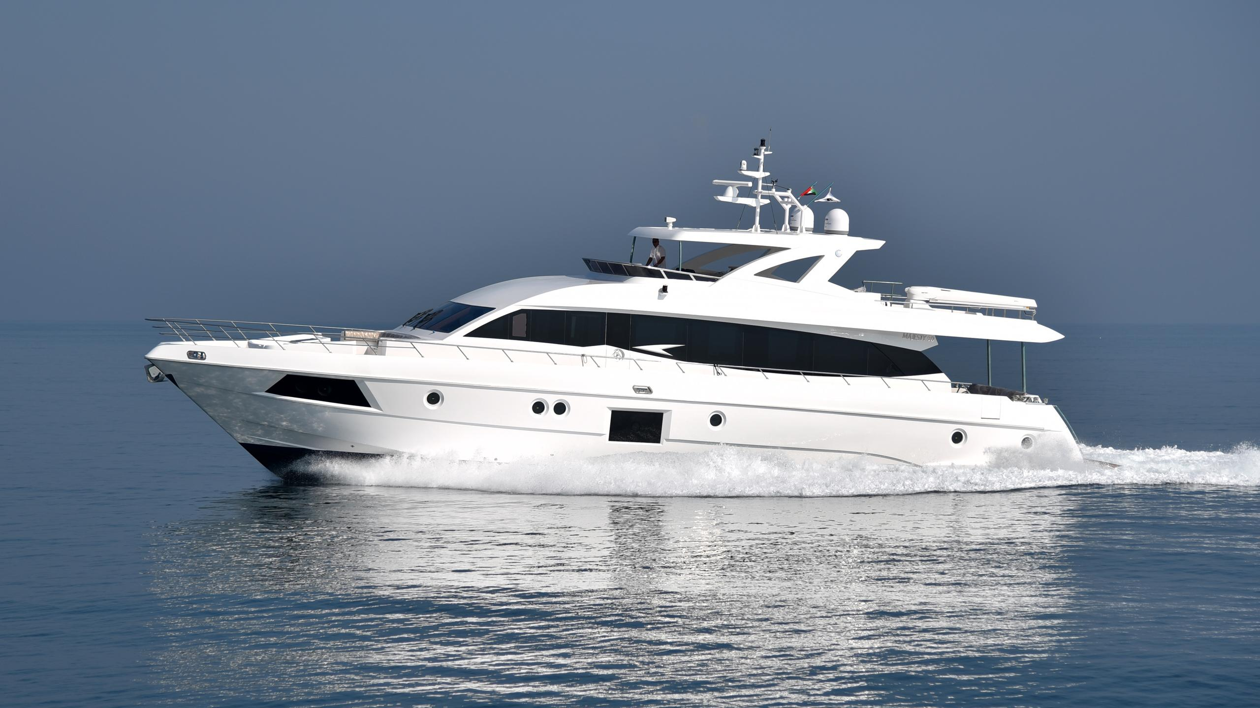 majesty-90-motoryacht-gulfcraft-majesty-90-2016-27m-running-profile