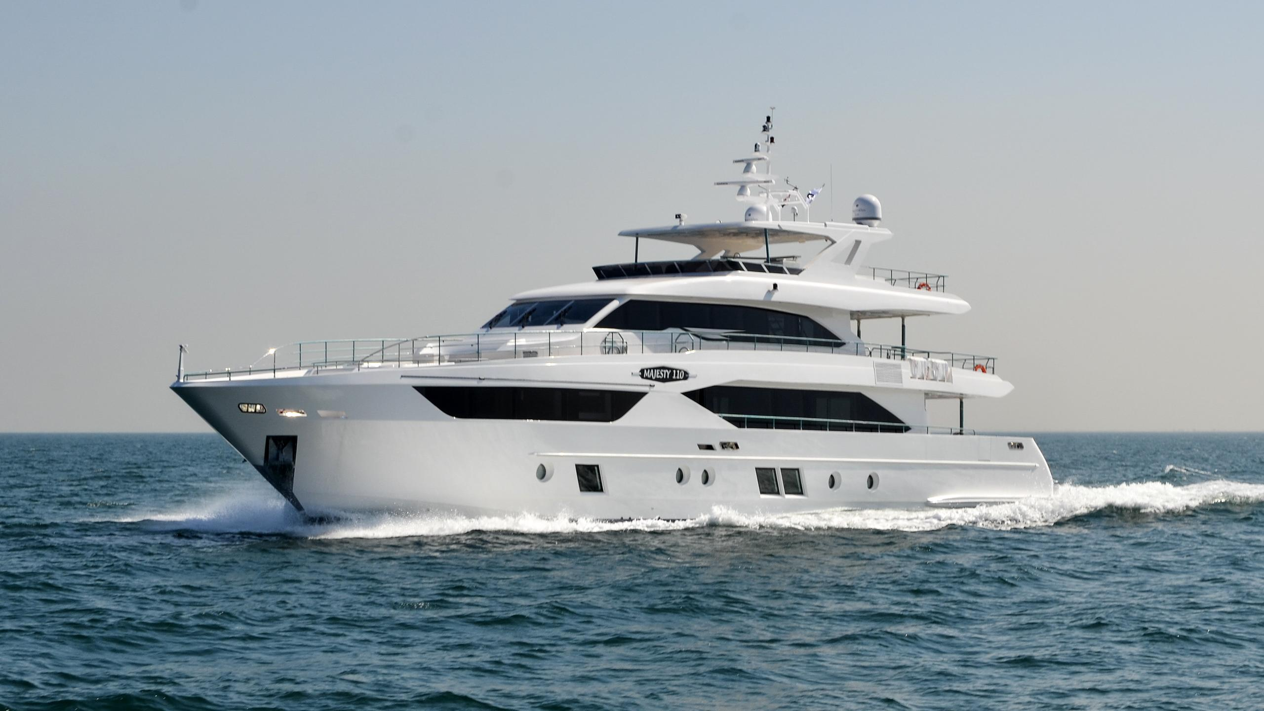 majesty-110-motoryacht-gulfcraft-majesty-110-2016-33m-running