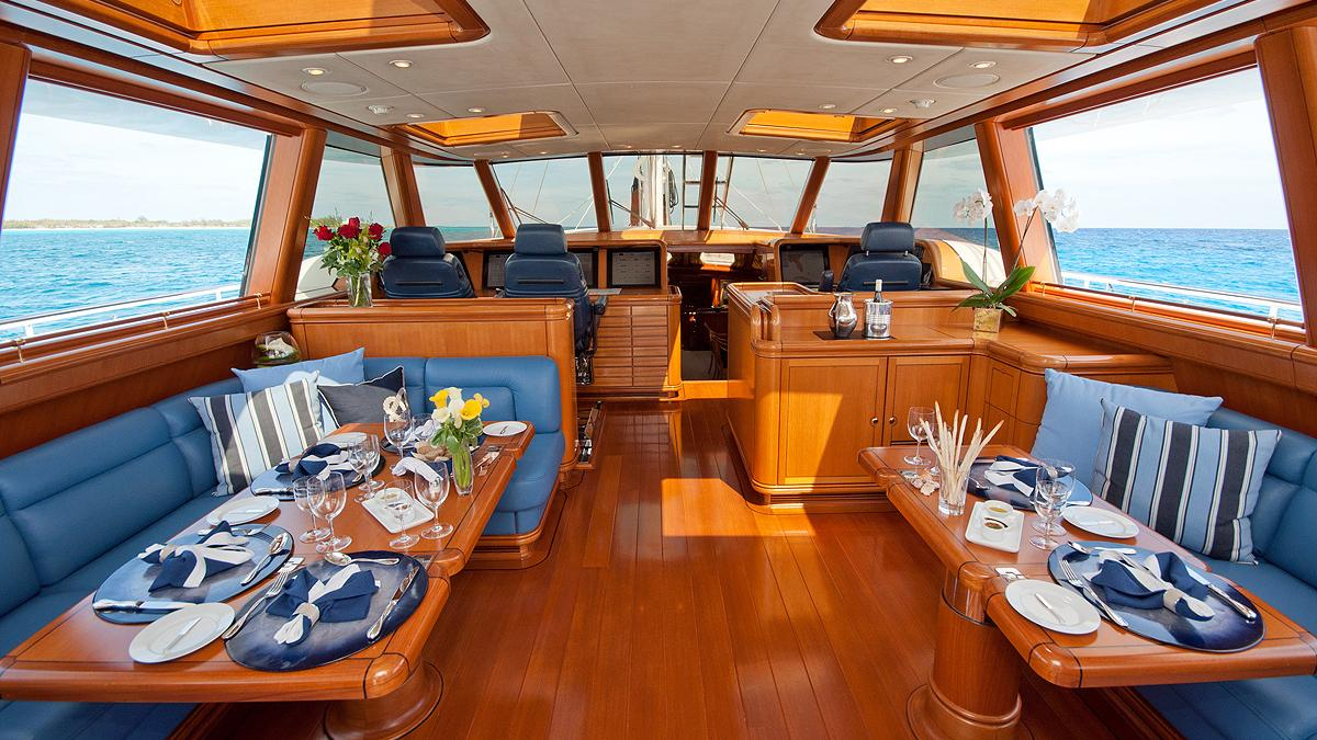 Hyperion sailing yacht: interior