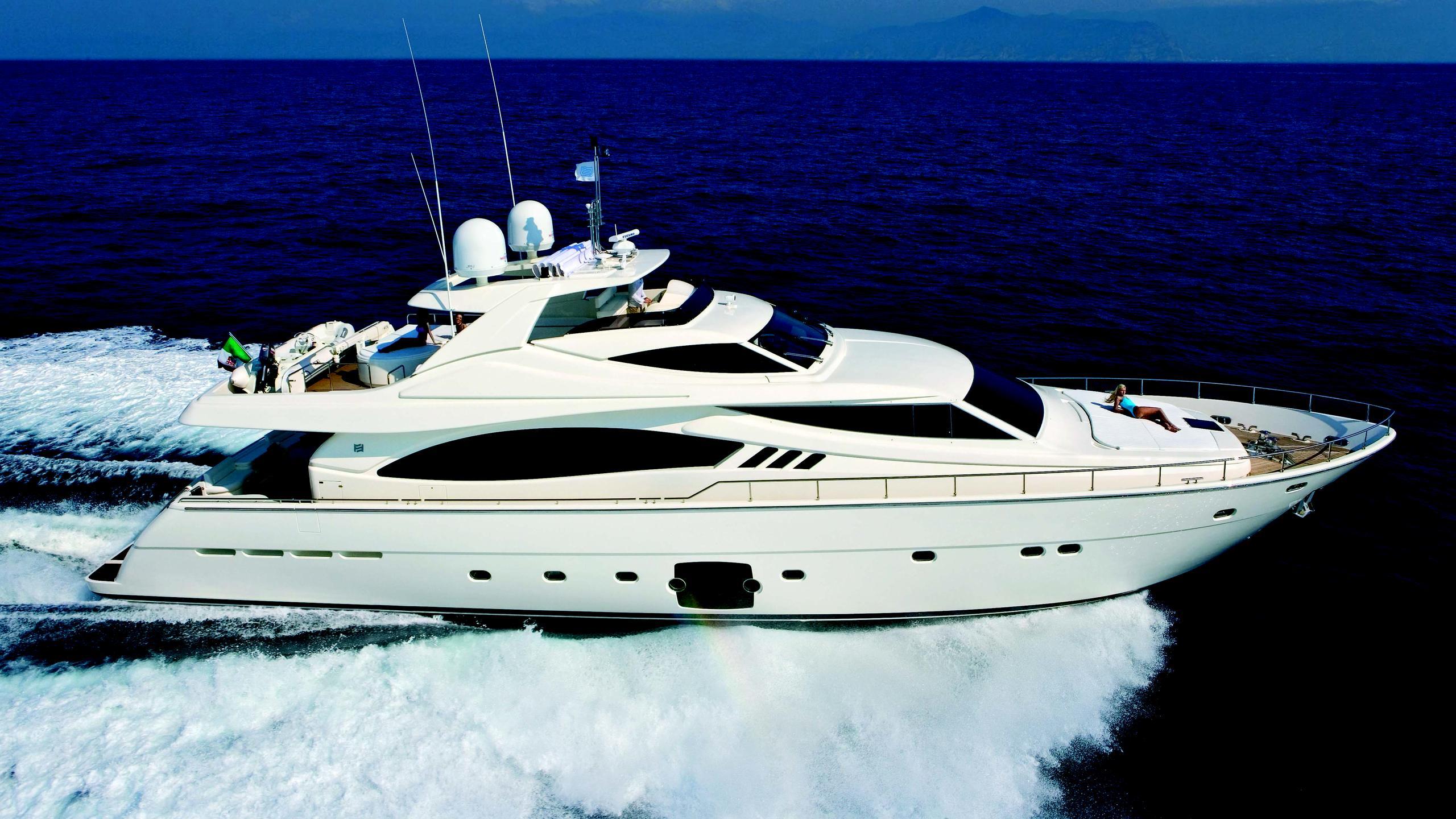juna-motor-yacht-ferretti-881-rph-2008-27m-cruising