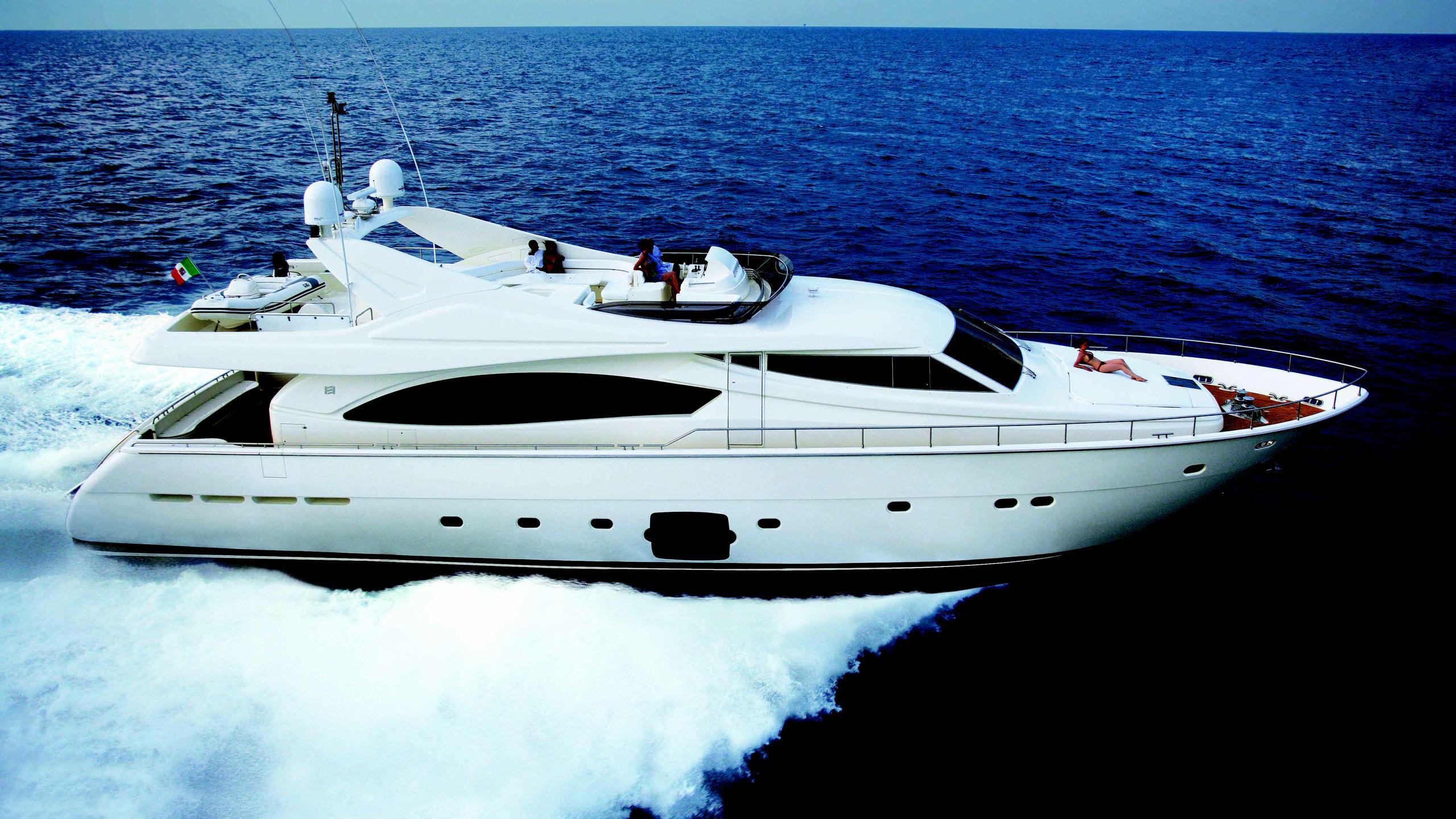 dewa-racci-motor-yacht-ferretti-880-2004-27m-cruising