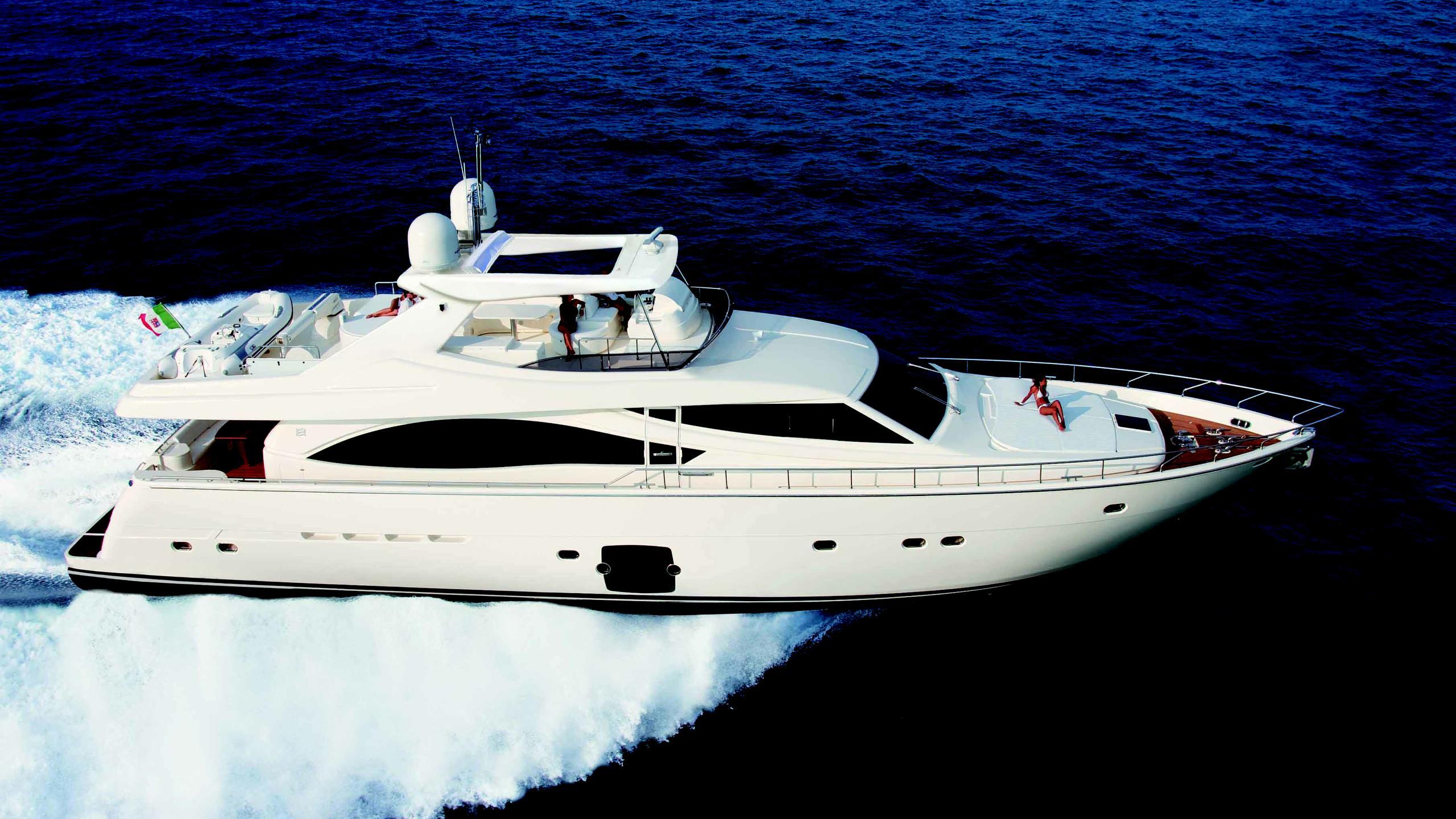 dee dee lee giddyap motoryacht ferretti 830 2005 25m cruising sistership