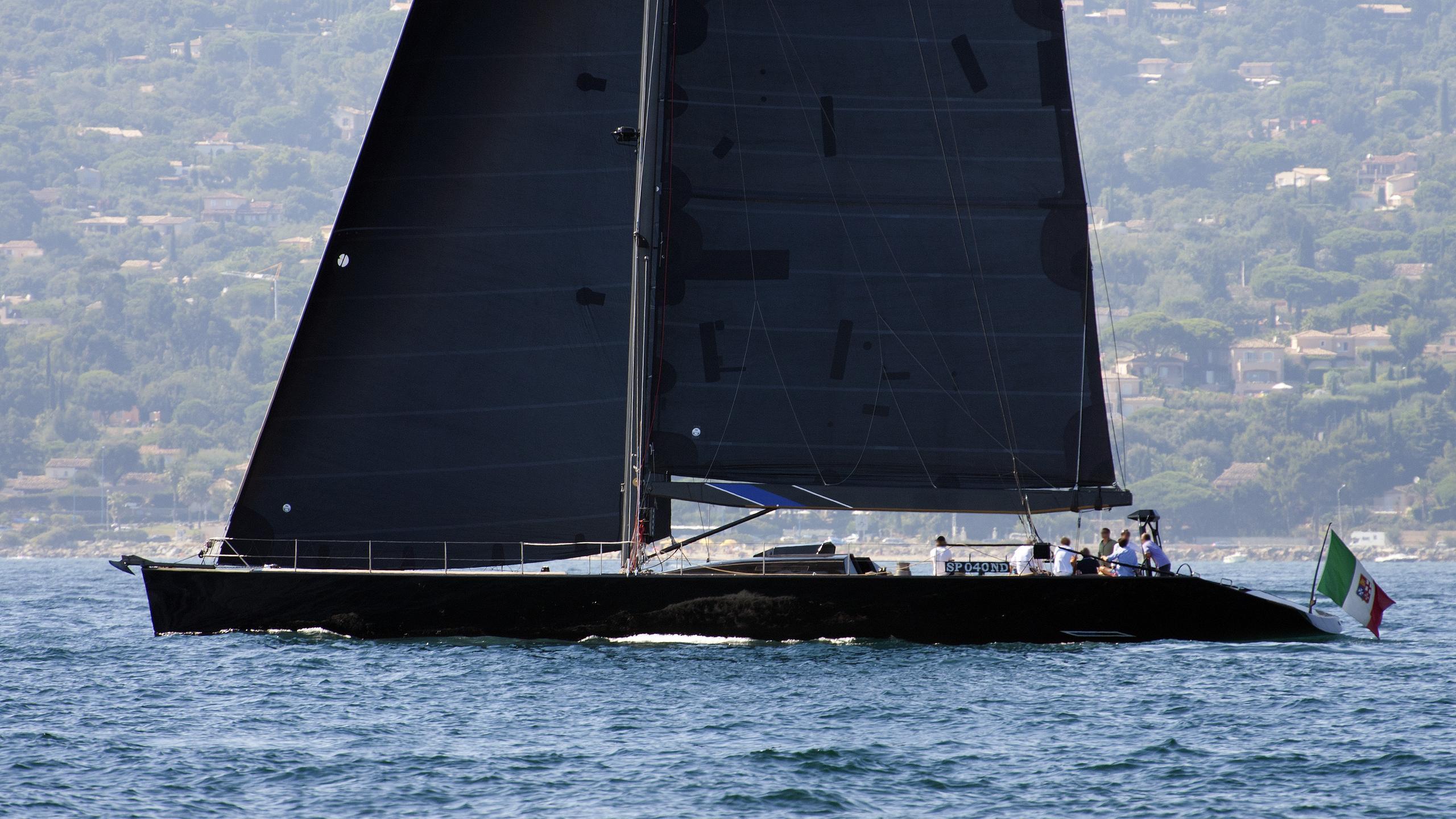stealth-sailing-yacht-green-marine-28m-1996-running