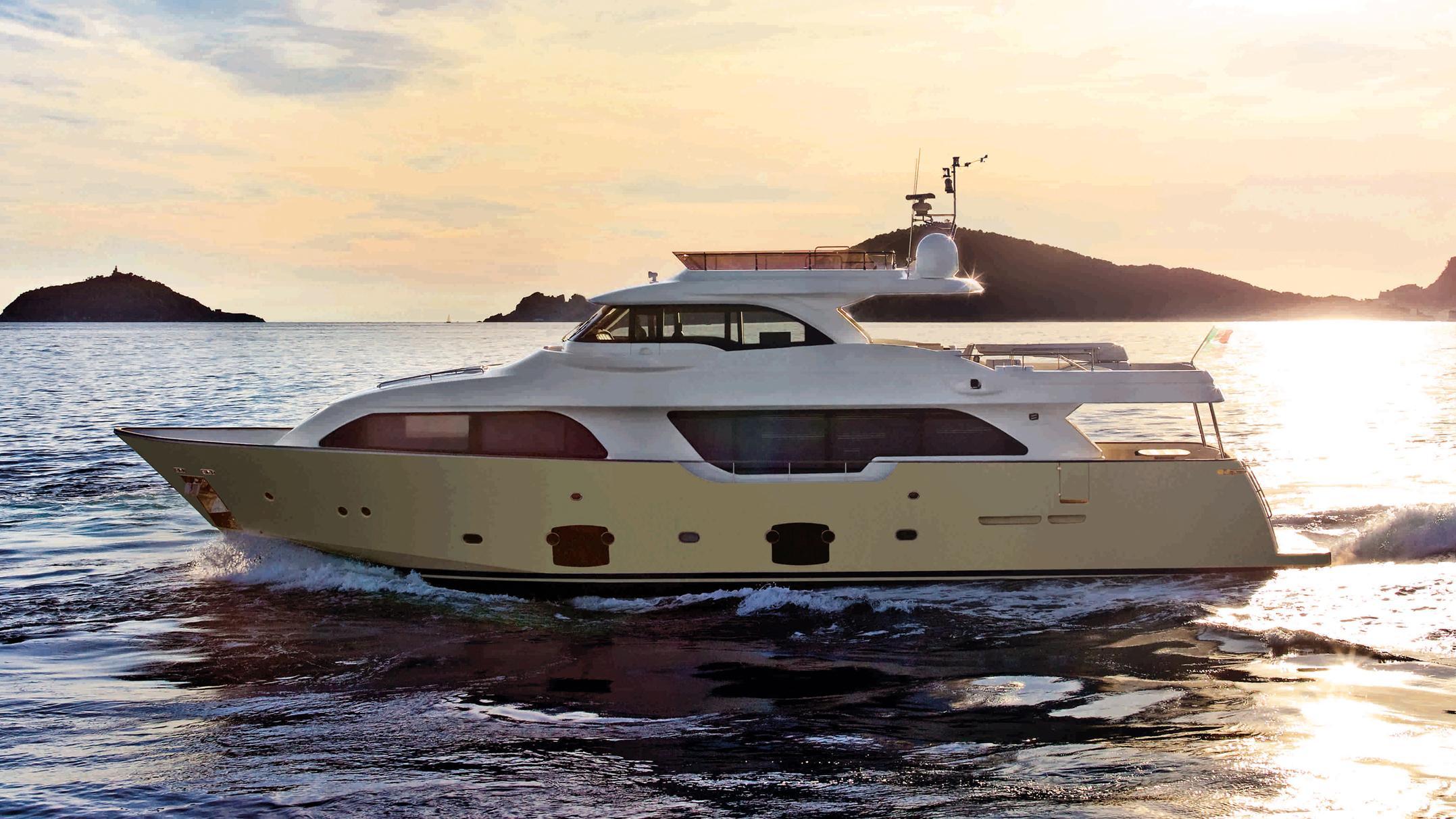 navetta-26c-15-motor-yacht-ferretti-custom-line-2012-profile