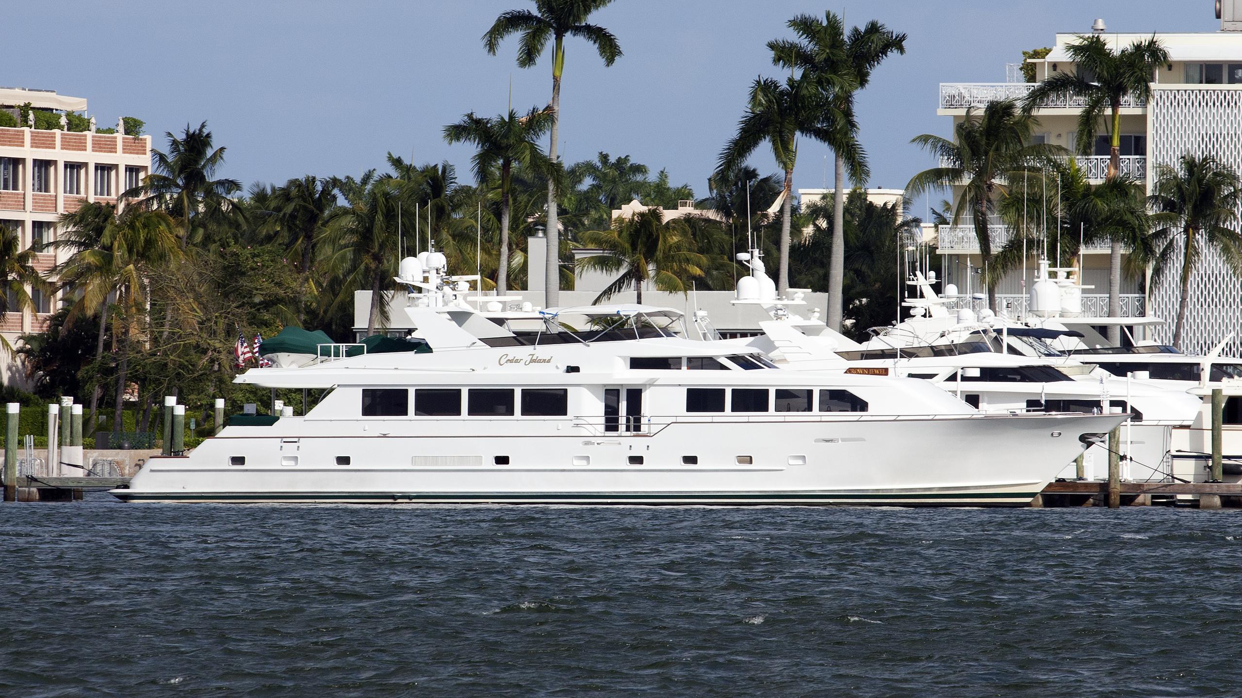 cedar-island-motoryacht-broward-marine-1993-34m-profile