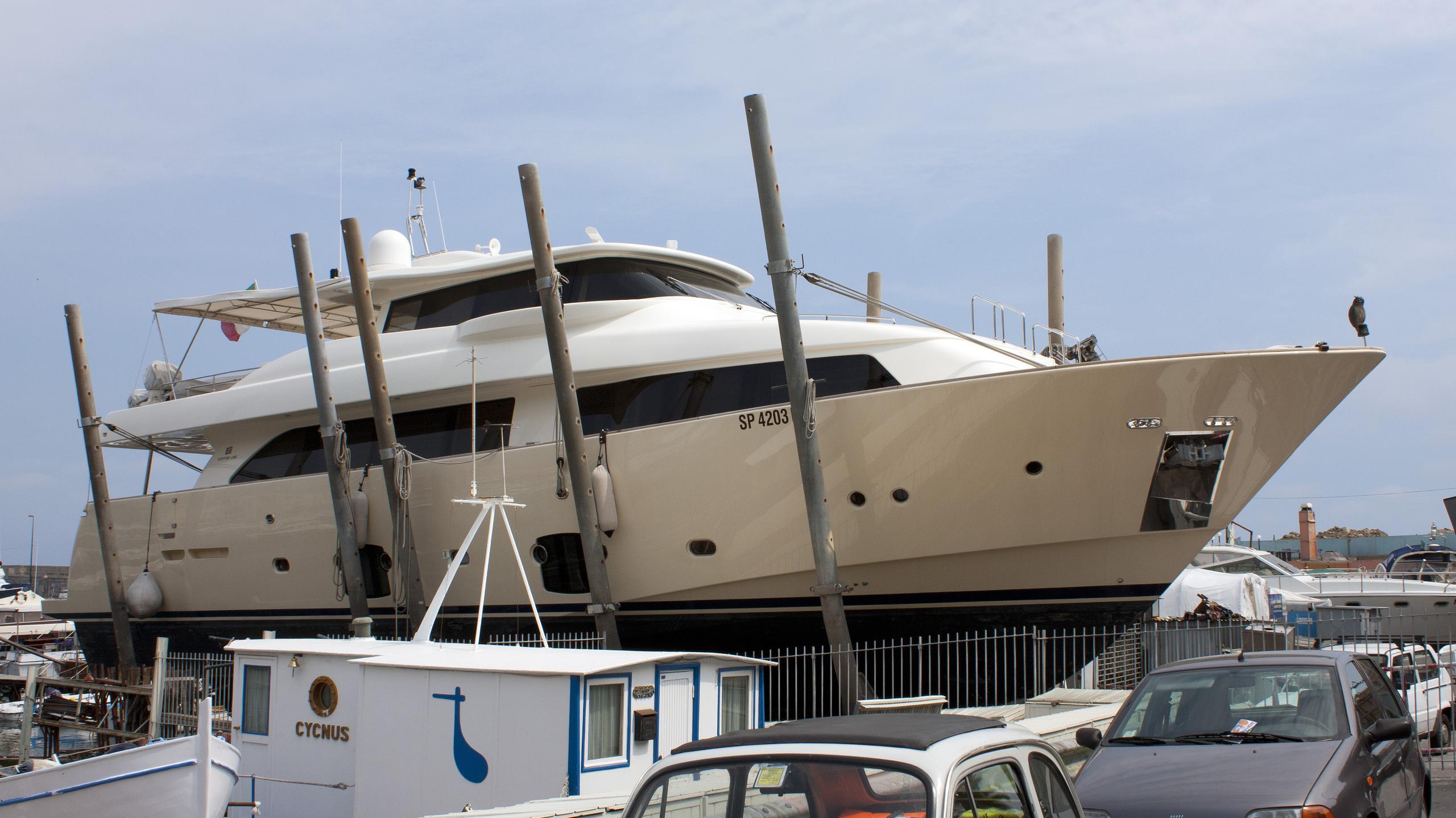 stradivaria-motoryacht-ferretti-custom-line-navetta-26-2008-26m-shipyard