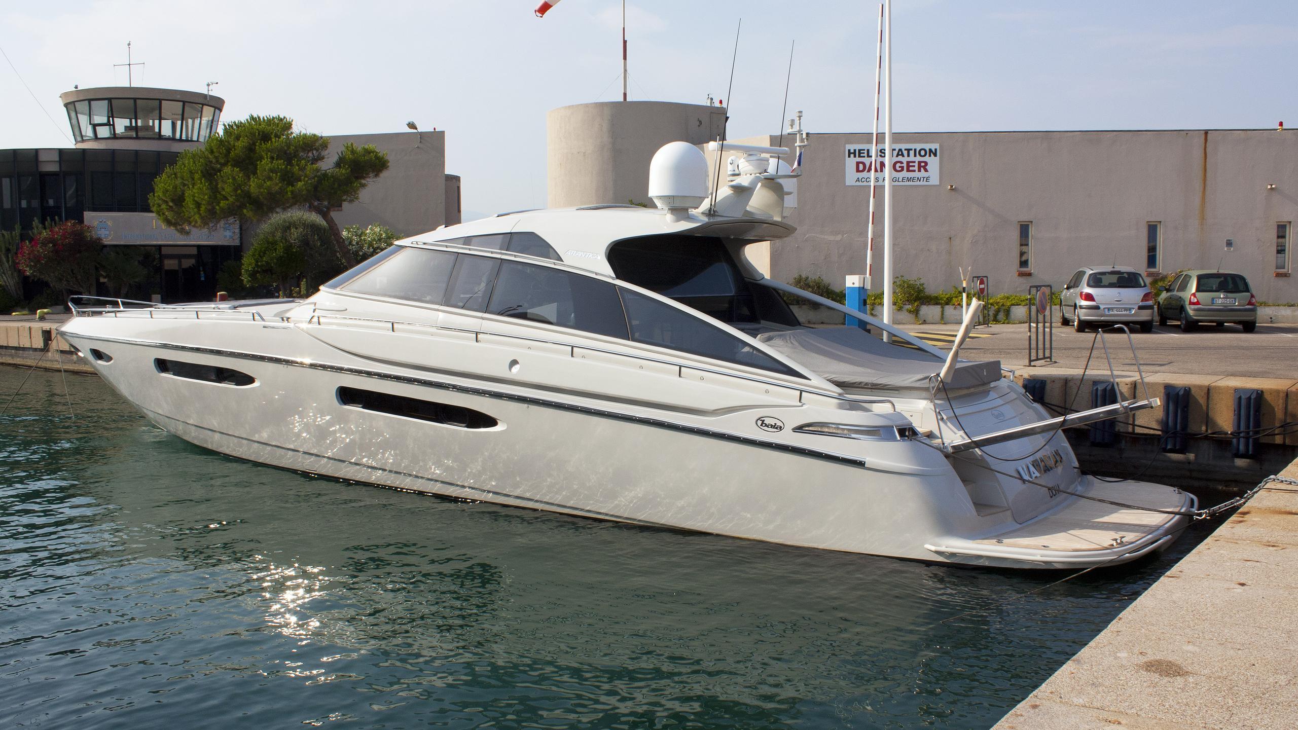katara-ii-motoryacht-baia-atlantica-2014-24m-stern-view