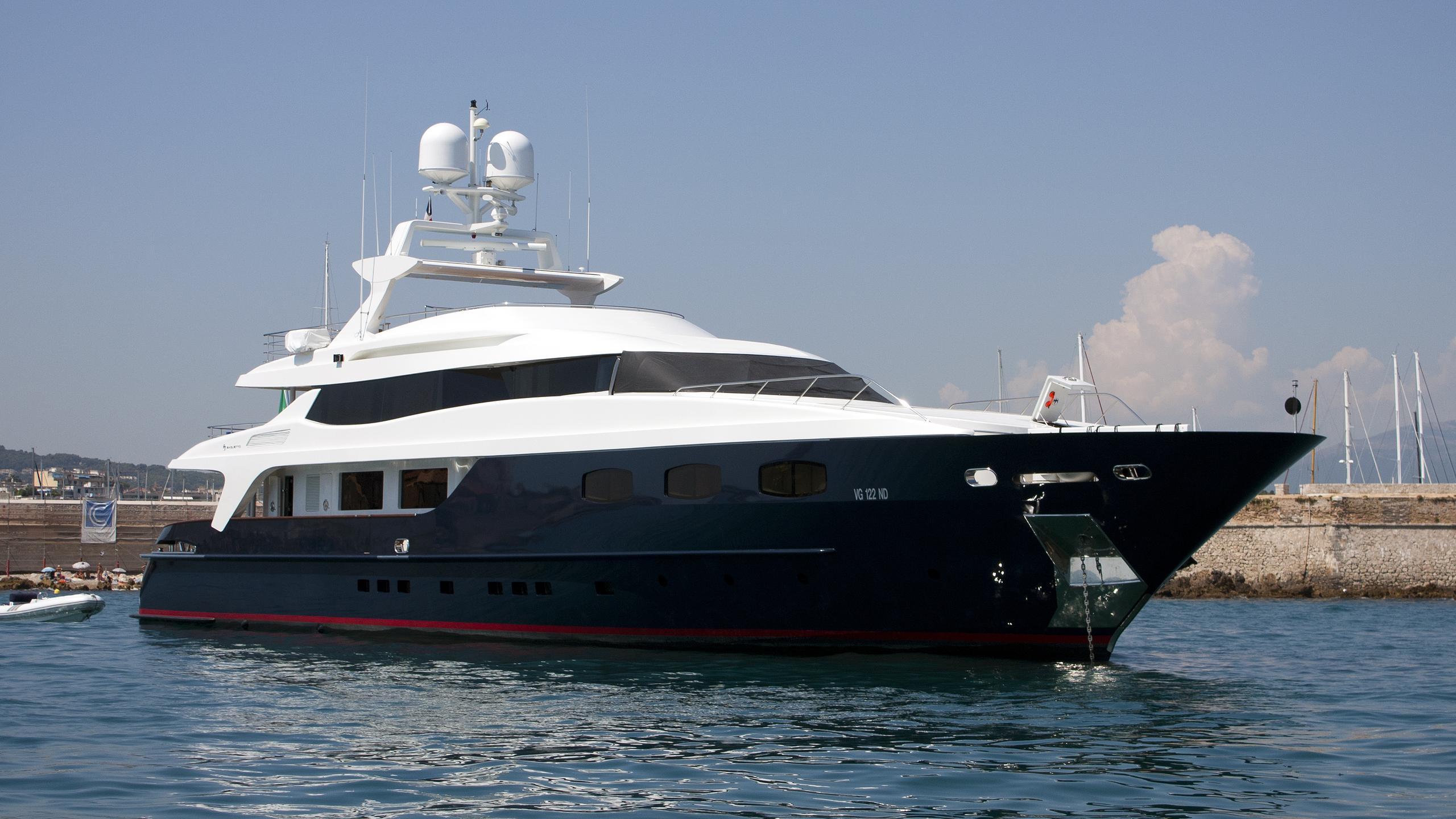 blue-scorpion-motoryacht-baglietto-2003-42m-bow-view