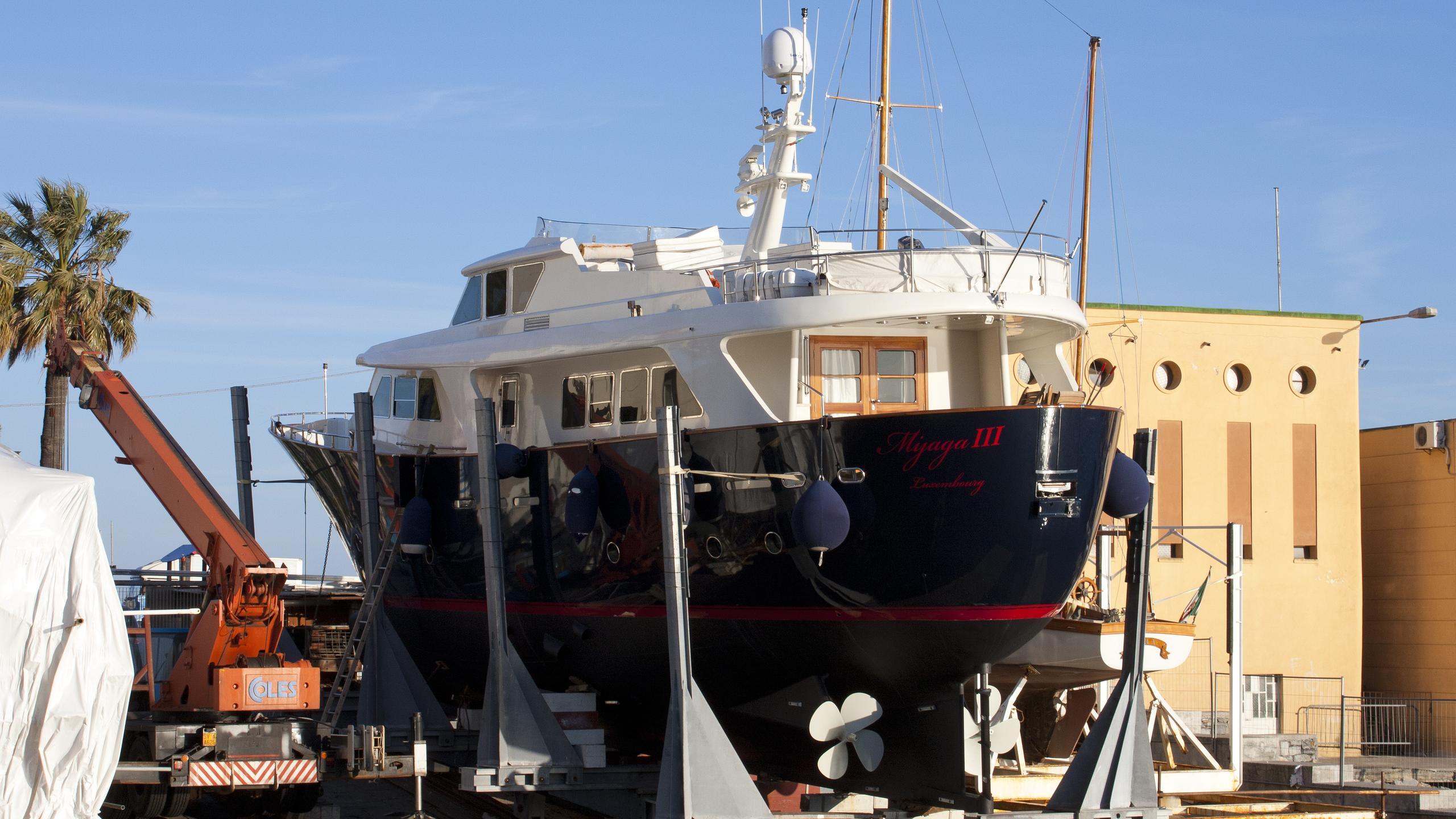 mijaga-iii-motoryacht-benetti-sd-benship-24-2001-24m-stern-shipyard