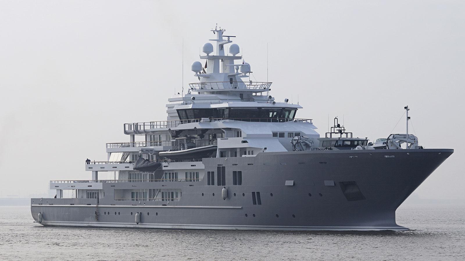andromeda-ulysses-explorer-yacht-kleven-2015-107m-half-profile
