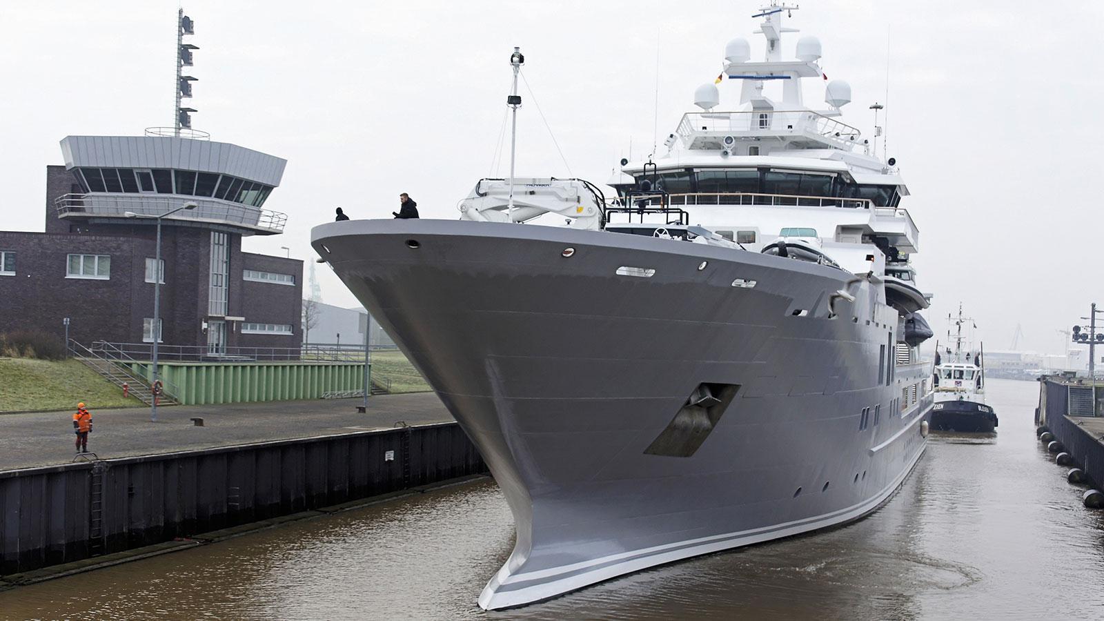 andromeda-ulysses-explorer-yacht-kleven-2015-107m-front