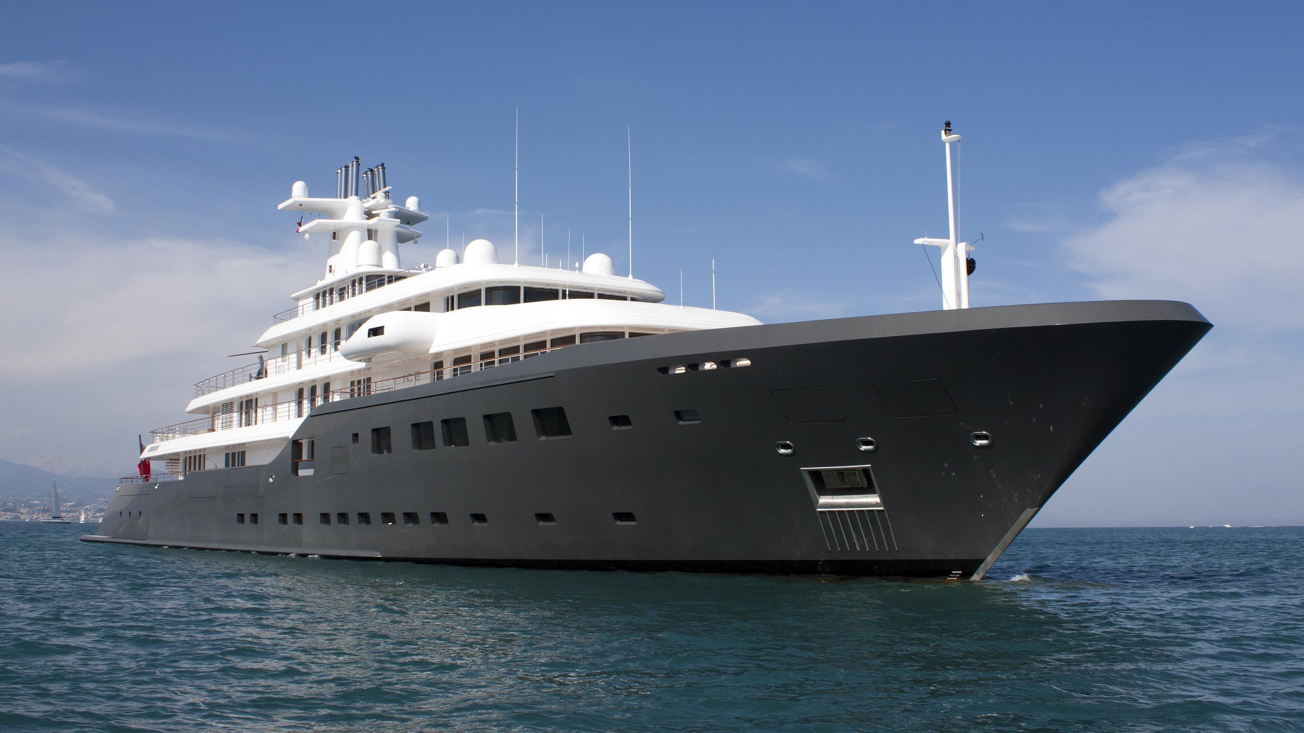 ice-explorer-yacht-lurssen-2005-90m-half-profile