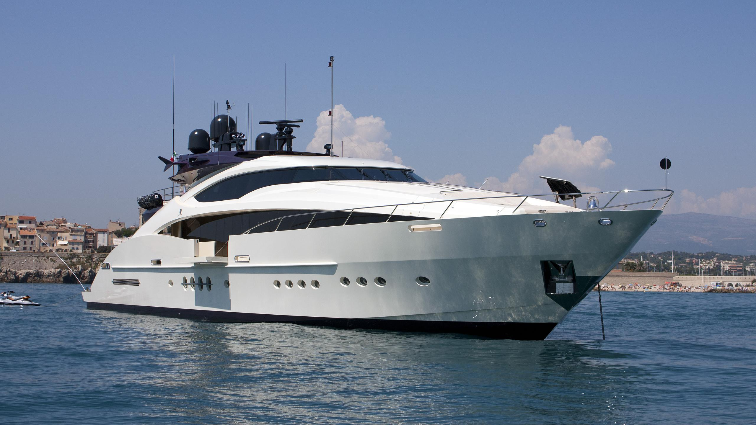 clifford-ii-motor-yacht-palmer-johnson-150-my-2008-46m-half-profile