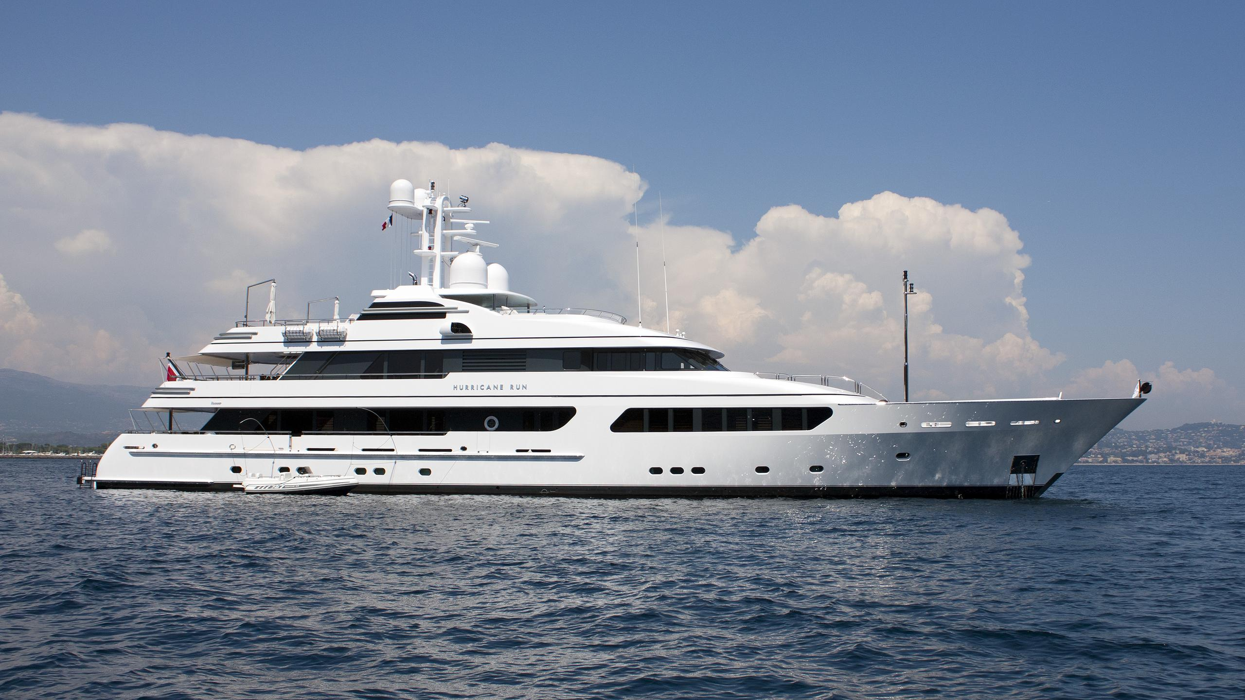 hurricane-run-motor-yacht-feadship-2009-53m-profile