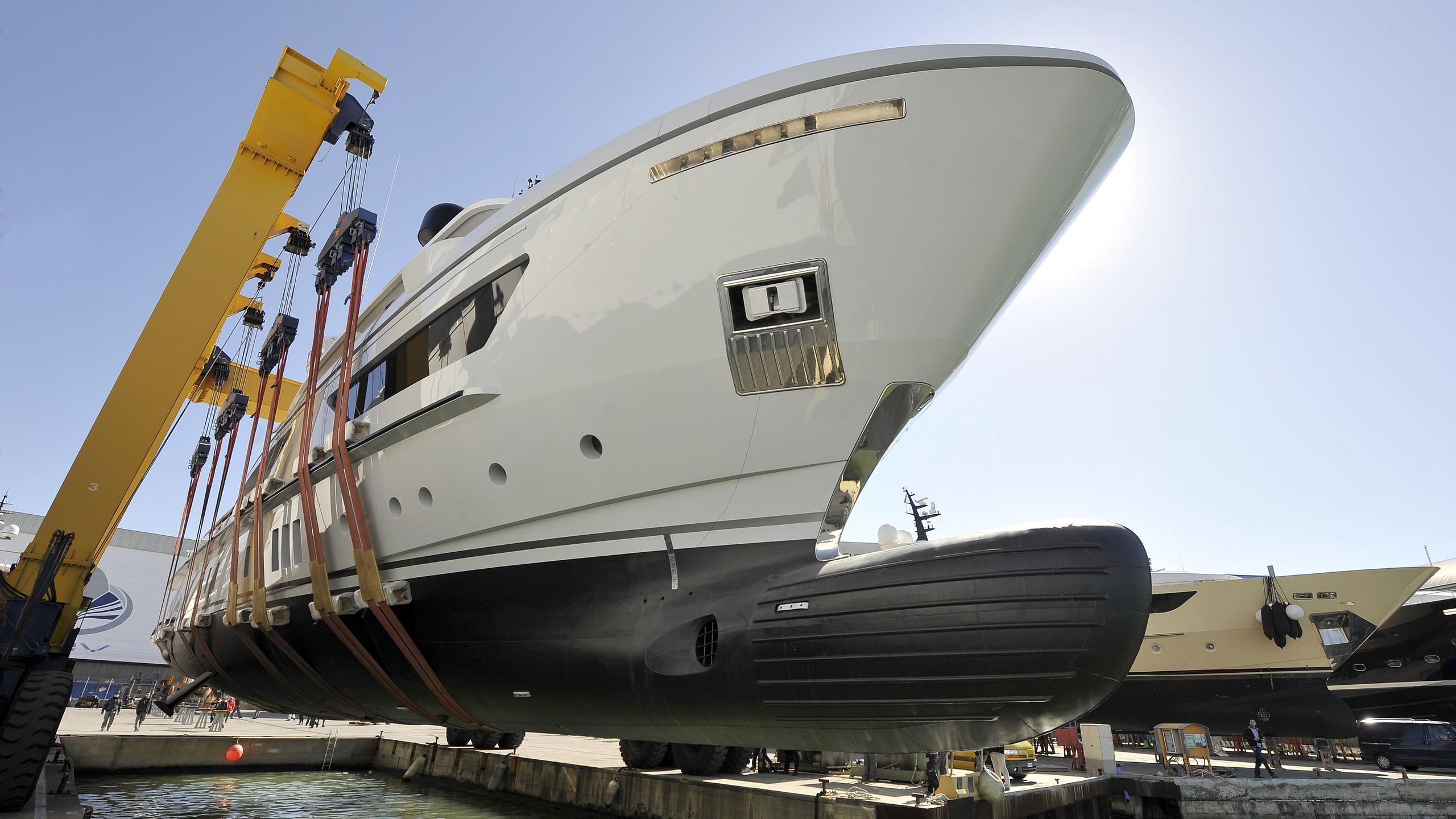 x-motor-yacht-sanlorenzo-460-Exp-2016-42m-yard