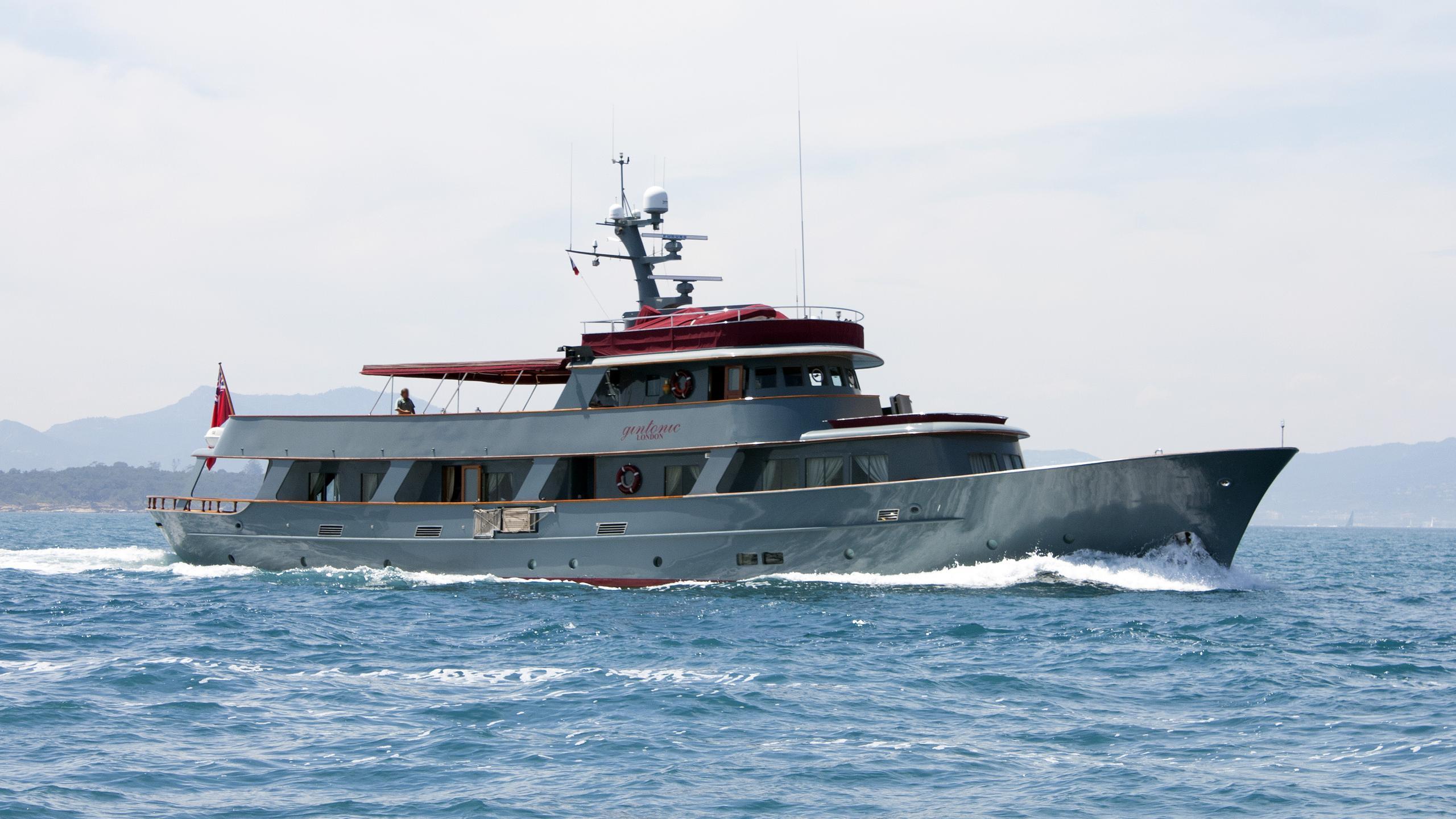 walanka-motor-yacht-hall-russell-1963-37m-cruising