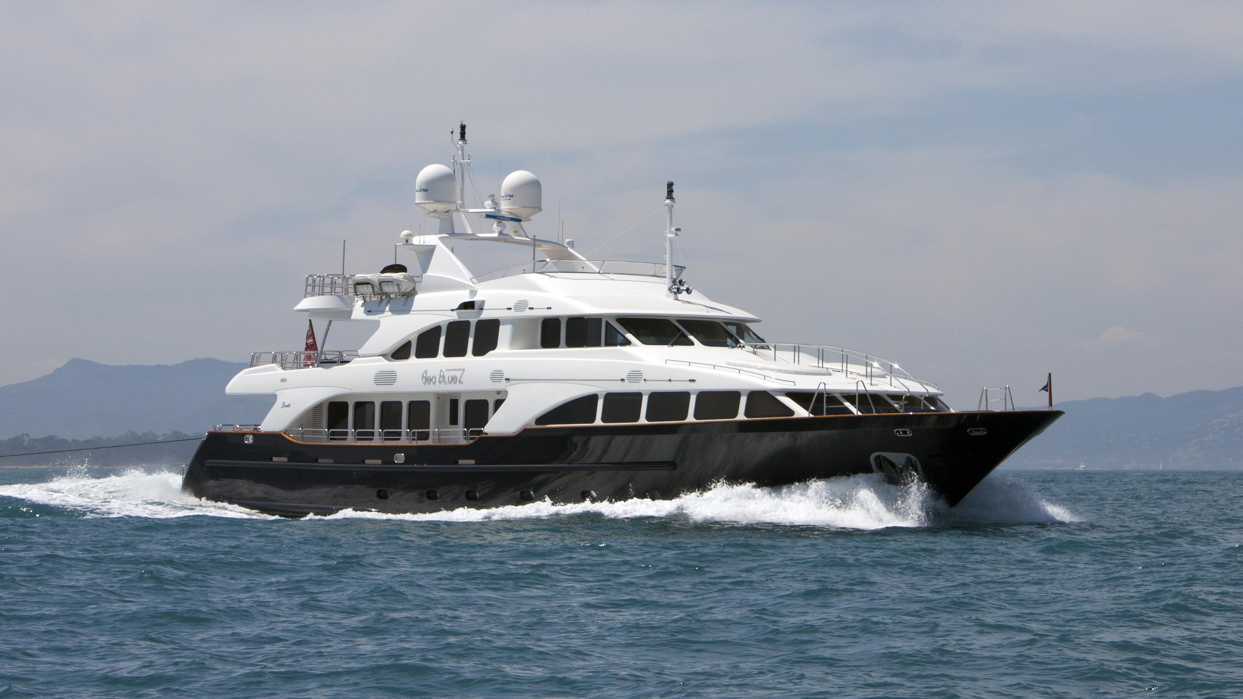 sea-bluez-motor-yacht-Benetti-Classic-120-2006-37m-cruising
