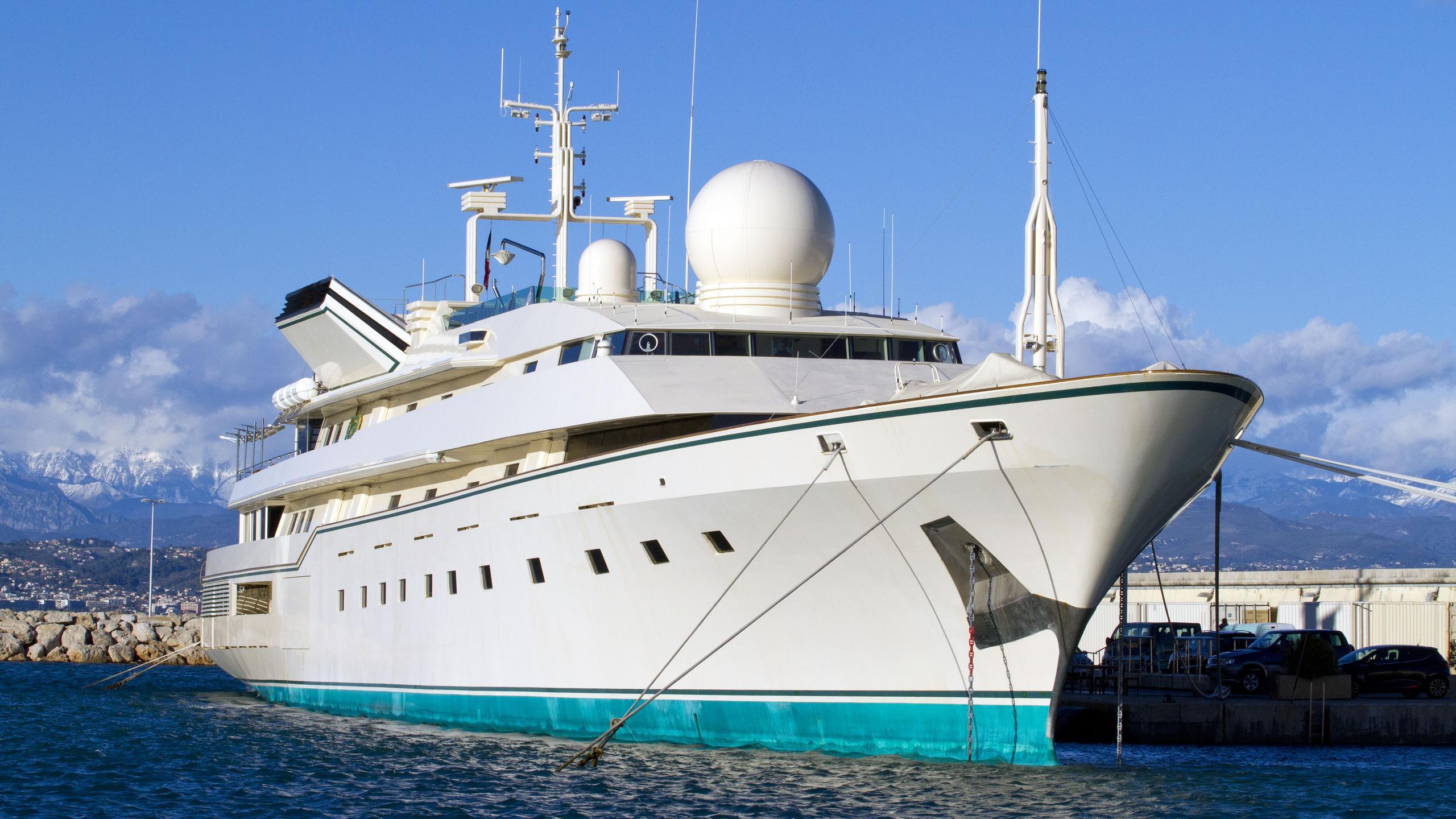 kingdom-5kr-motor-yacht-benetti-1980-86m-half-profile