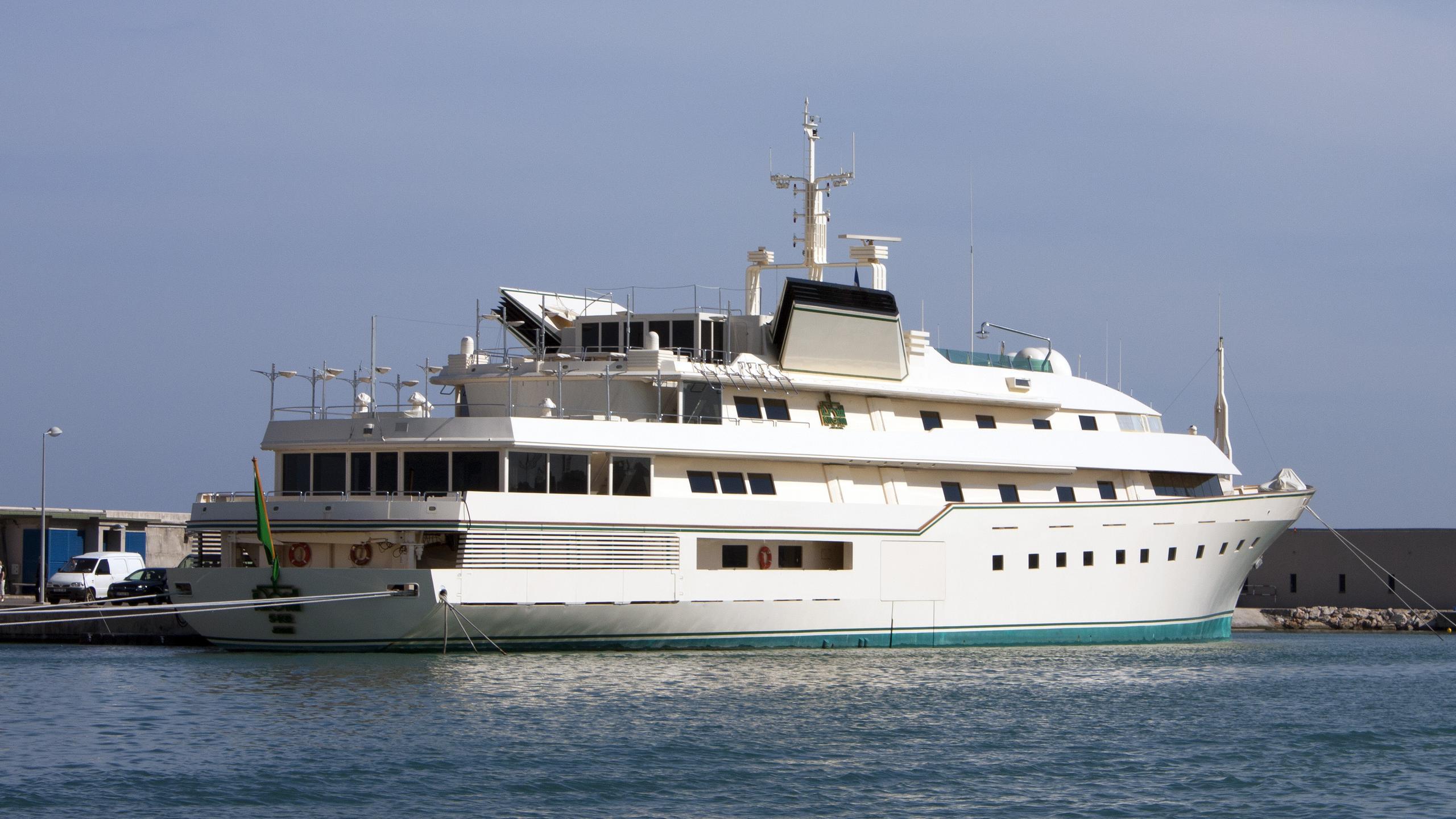 kingdom-5kr-motor-yacht-benetti-1980-86m-rear-profile