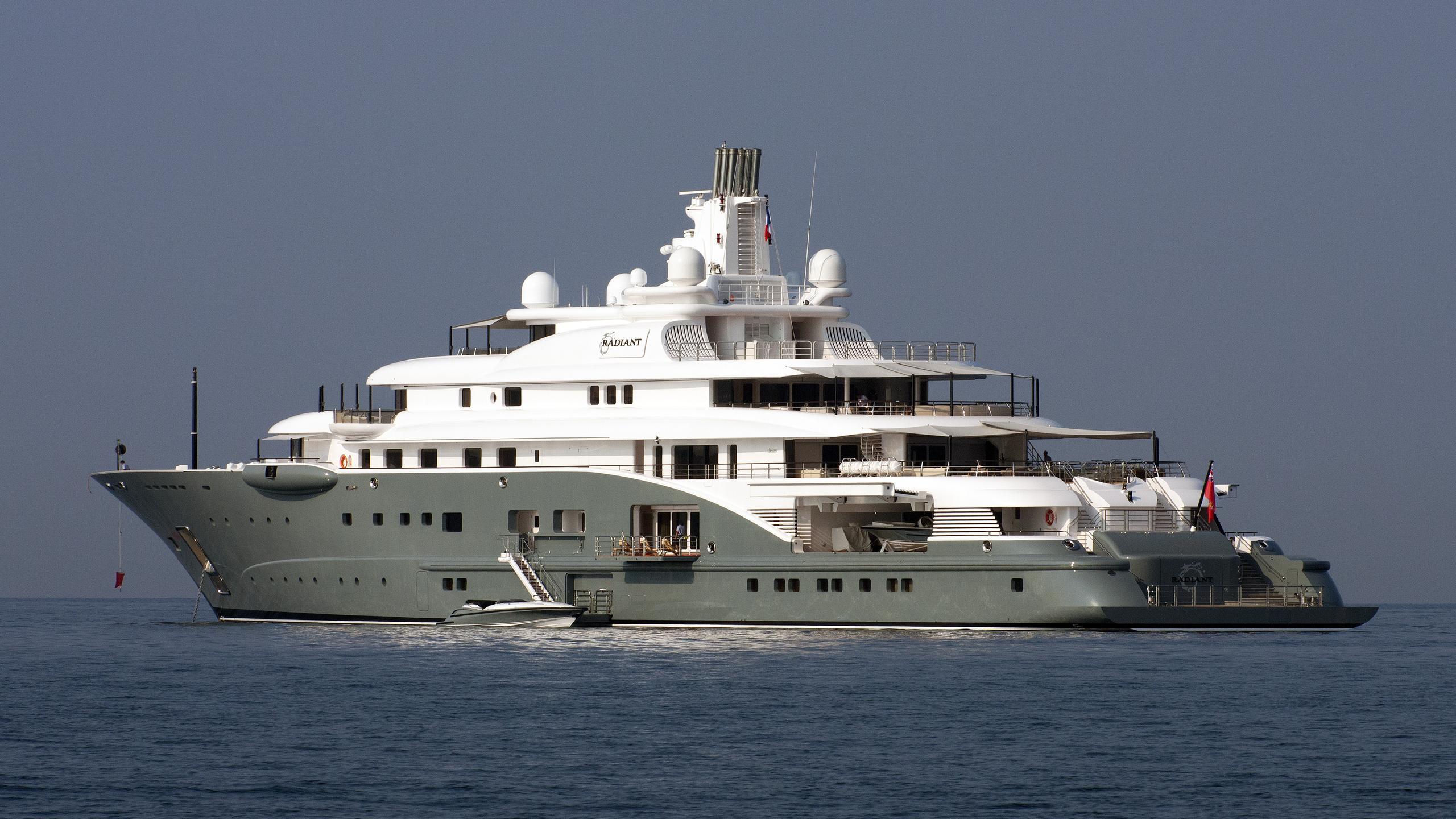 radiant-motor-yacht-lurssen-2009-110m-half-profile