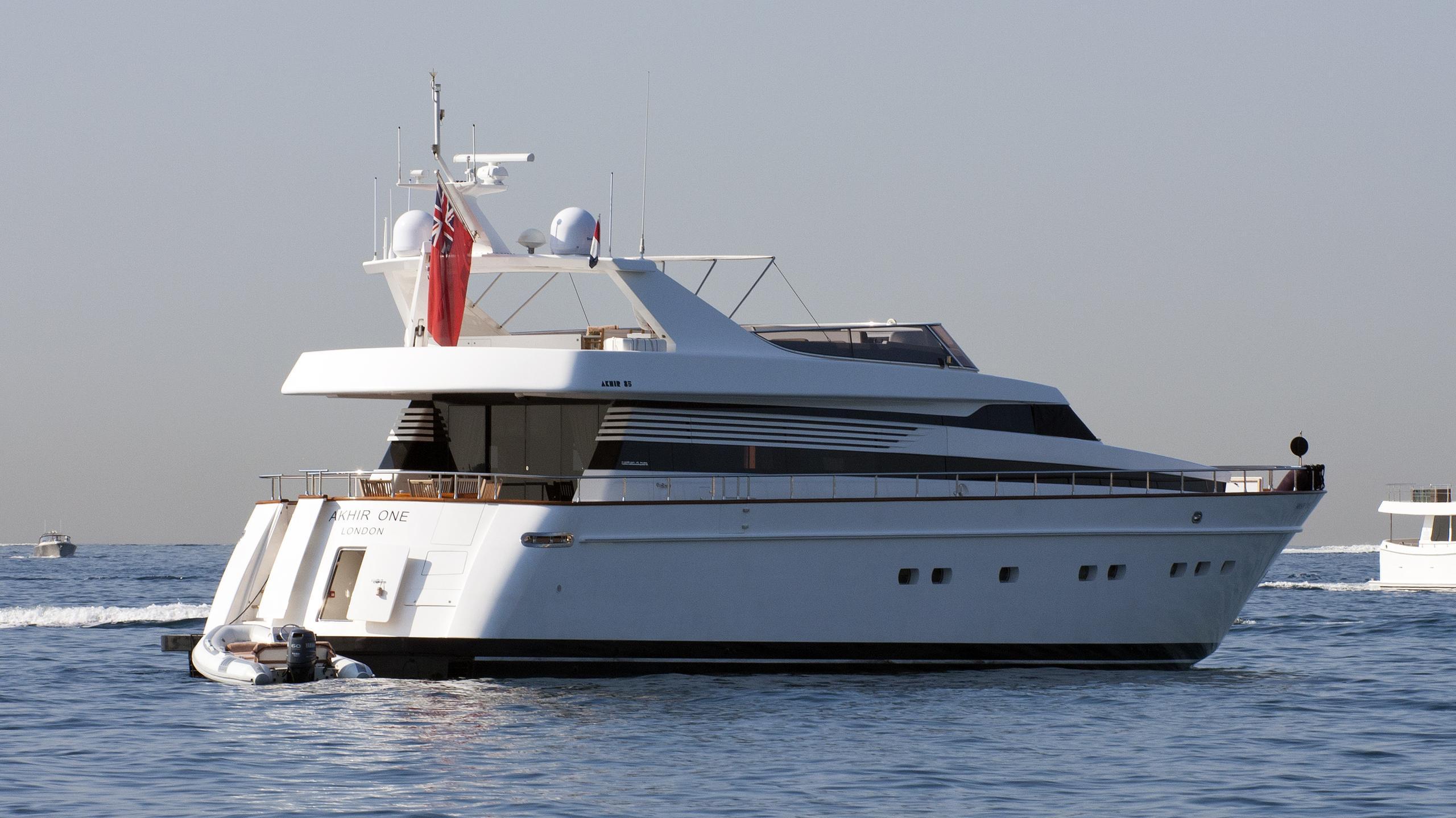akhir-one-265-motor-yacht-cantieri-di-pisa-2007-26m-rear-profile