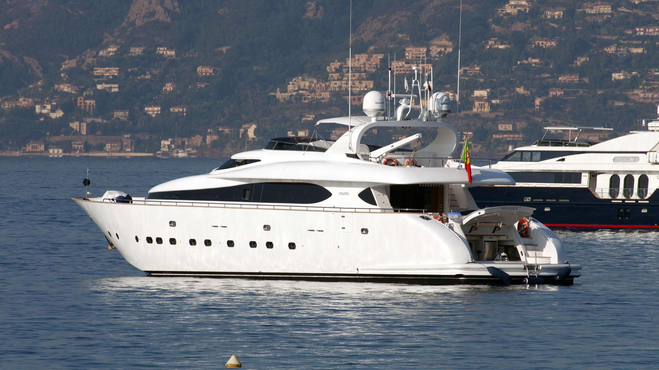 franjack-motor-yacht-maiora-31dp-2005-31m-profile