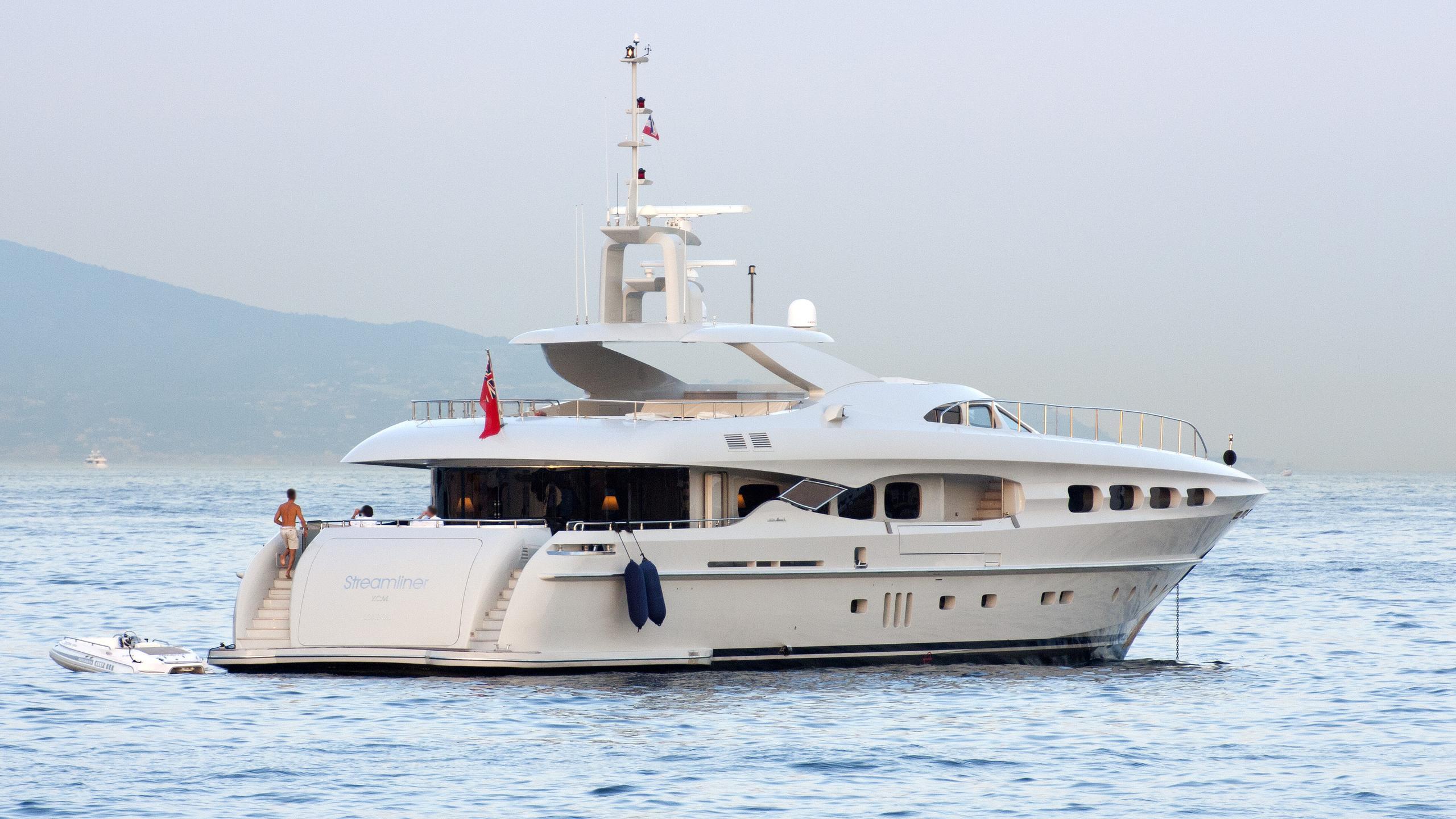 infinity-pacific-motor-yacht-mondomarine-2007-41m-half-profile