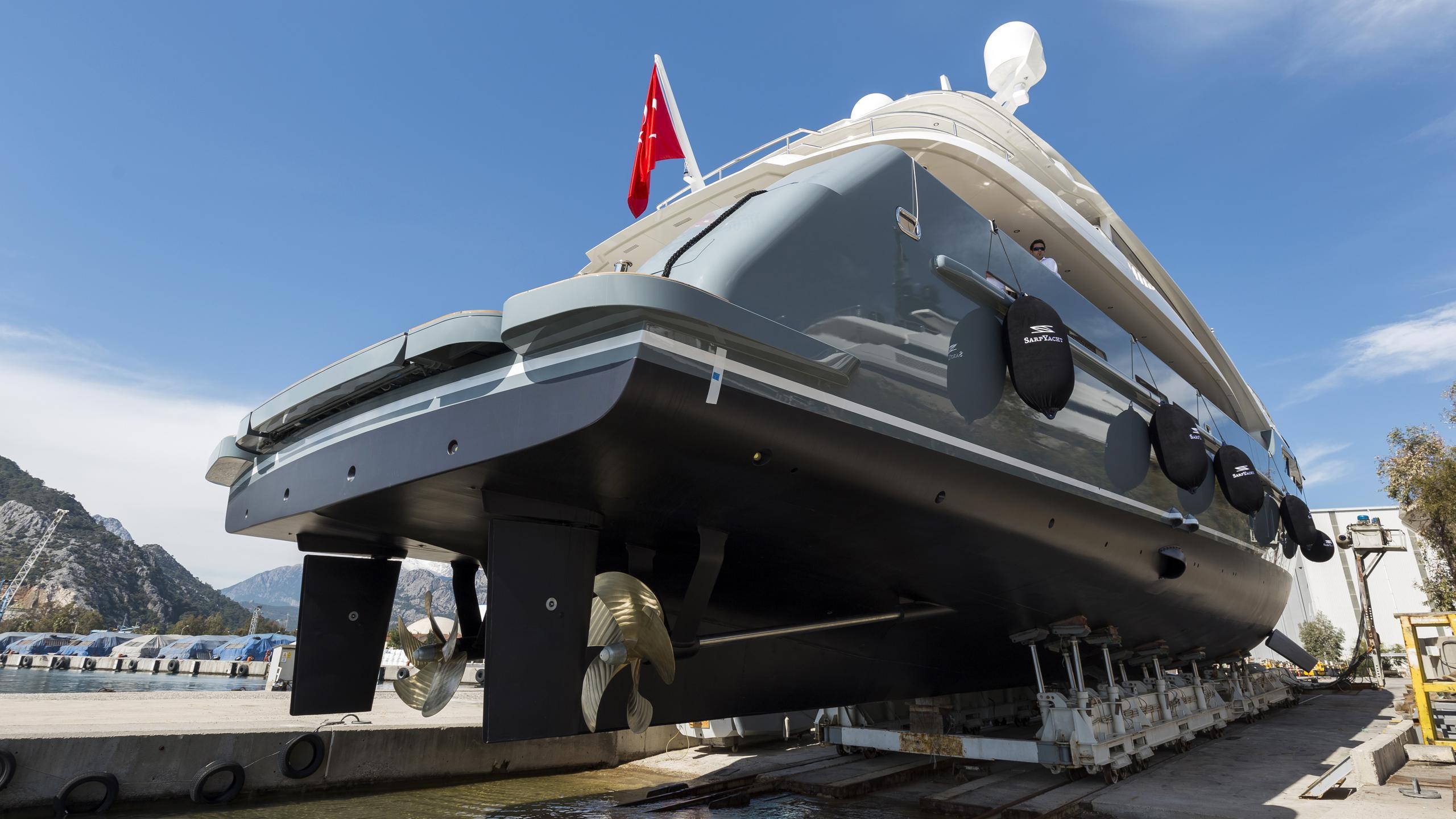 sarp-46-motor-yacht-2016-rear-profile