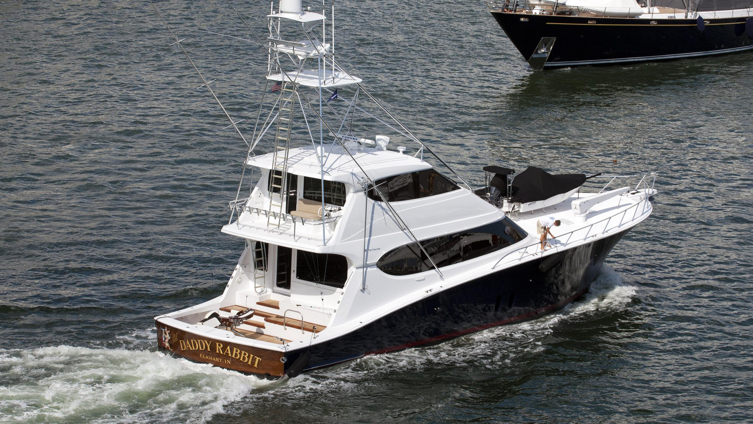daddy-rabbit-motor-yacht-hatteras-2009-24m-cruising